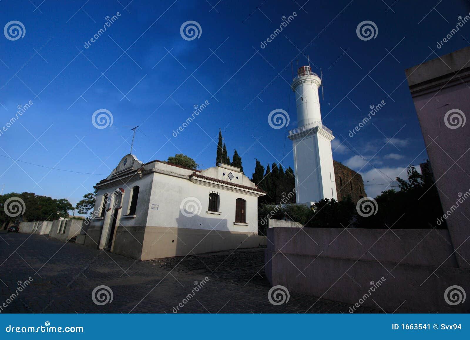 Farol do quarto histórico da cidade do del Sacramento de Colonia, Uruguai