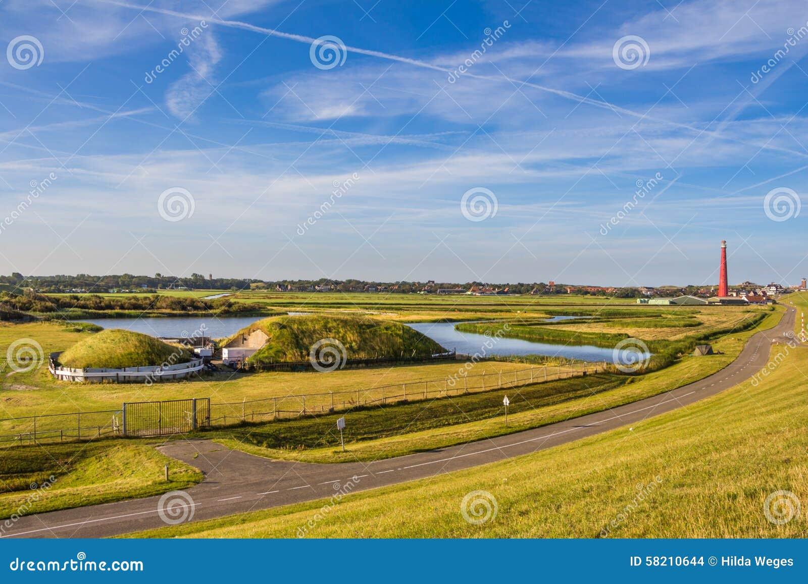 Farol e depósito velho em Den Helder Holland