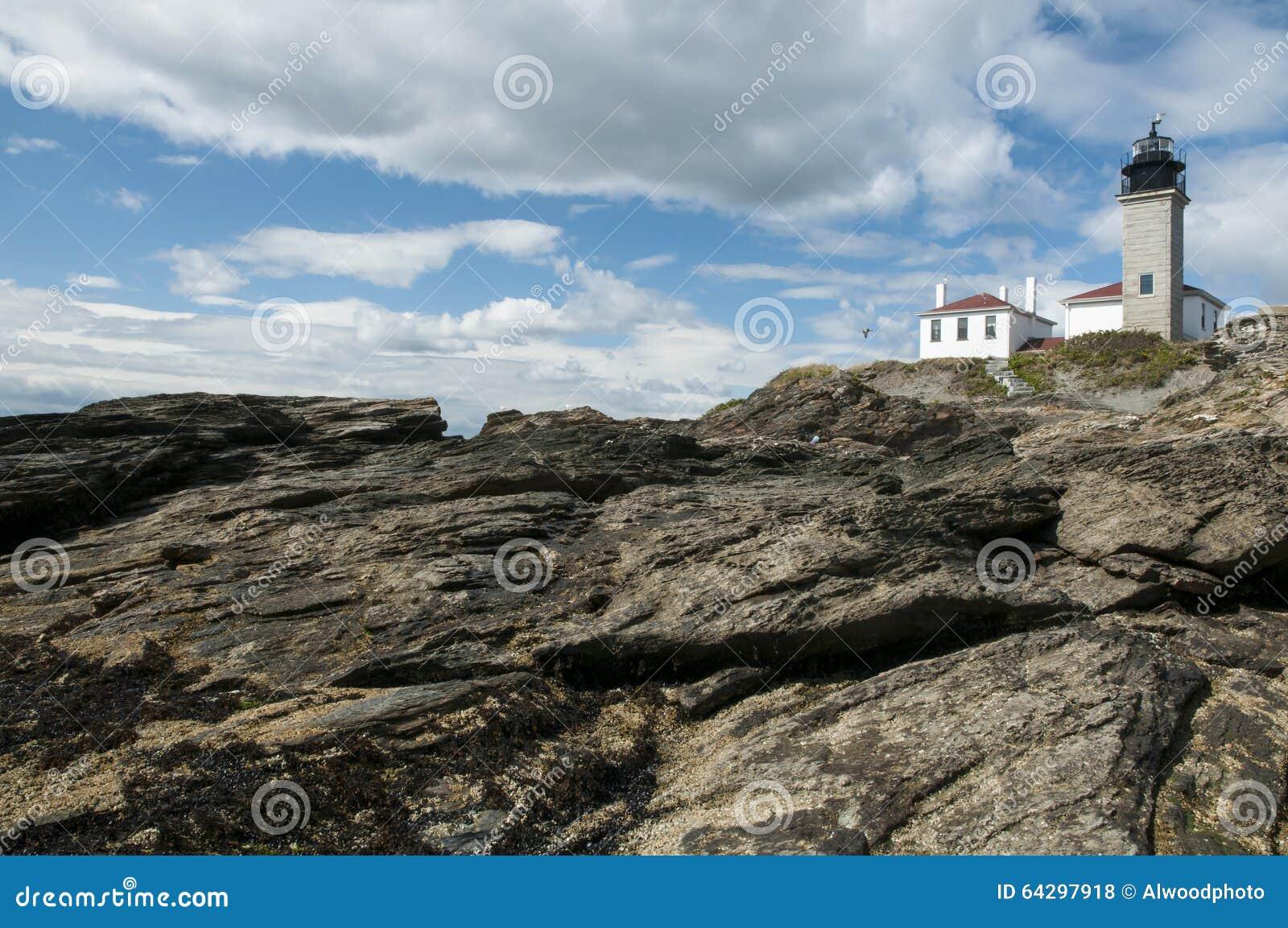Farol em formações de rocha originais