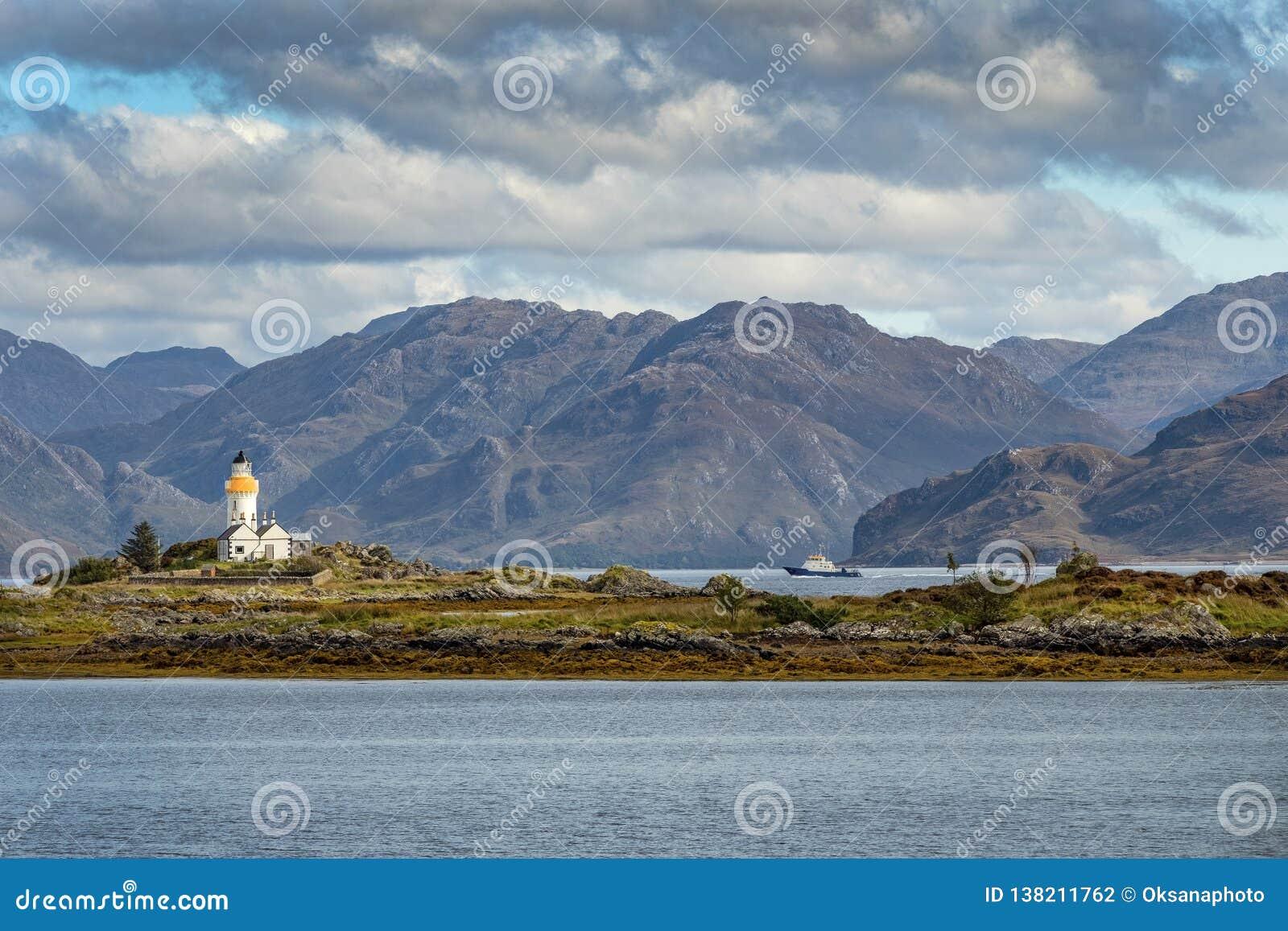 Farol histórico na ilha de Skye, Escócia, Reino Unido