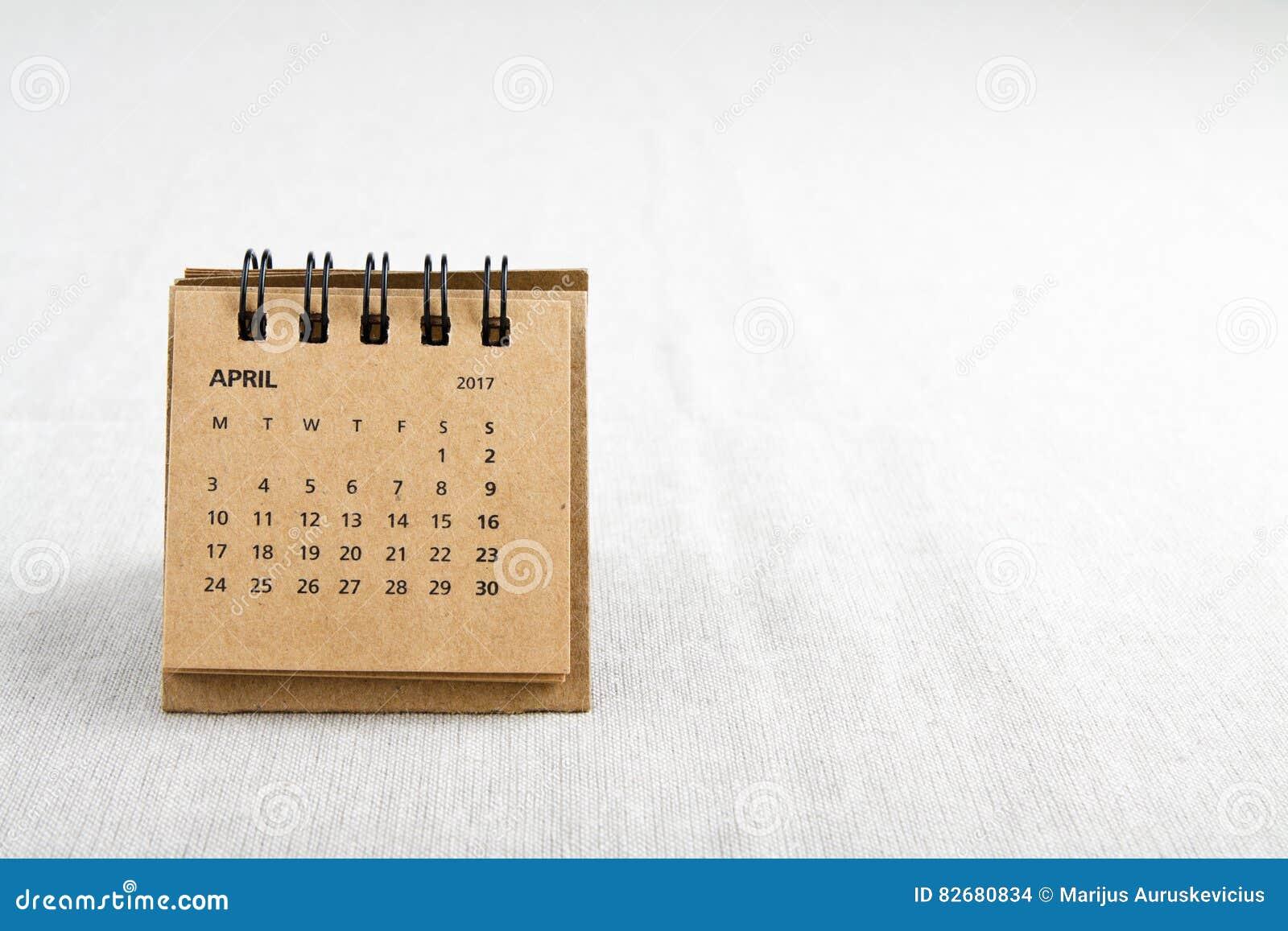 Fartuch Kalendarzowy prześcieradło z kopii przestrzenią na prawej stronie