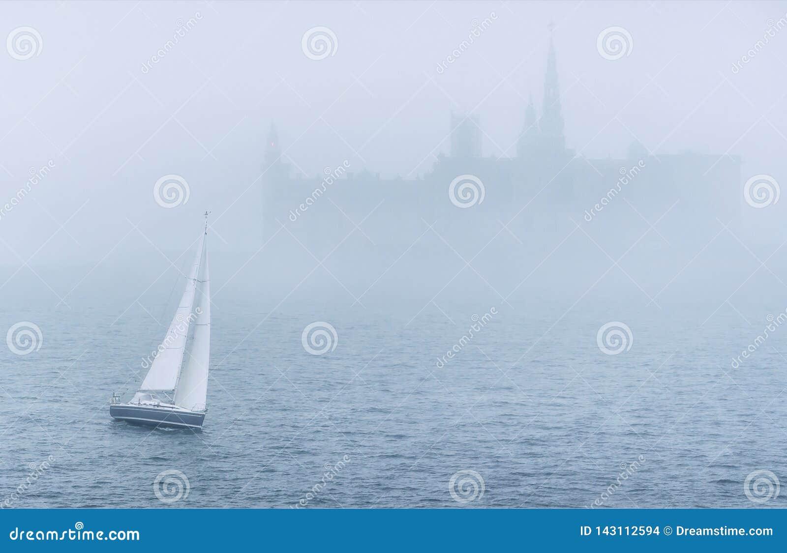 Fartyg i havet i mist