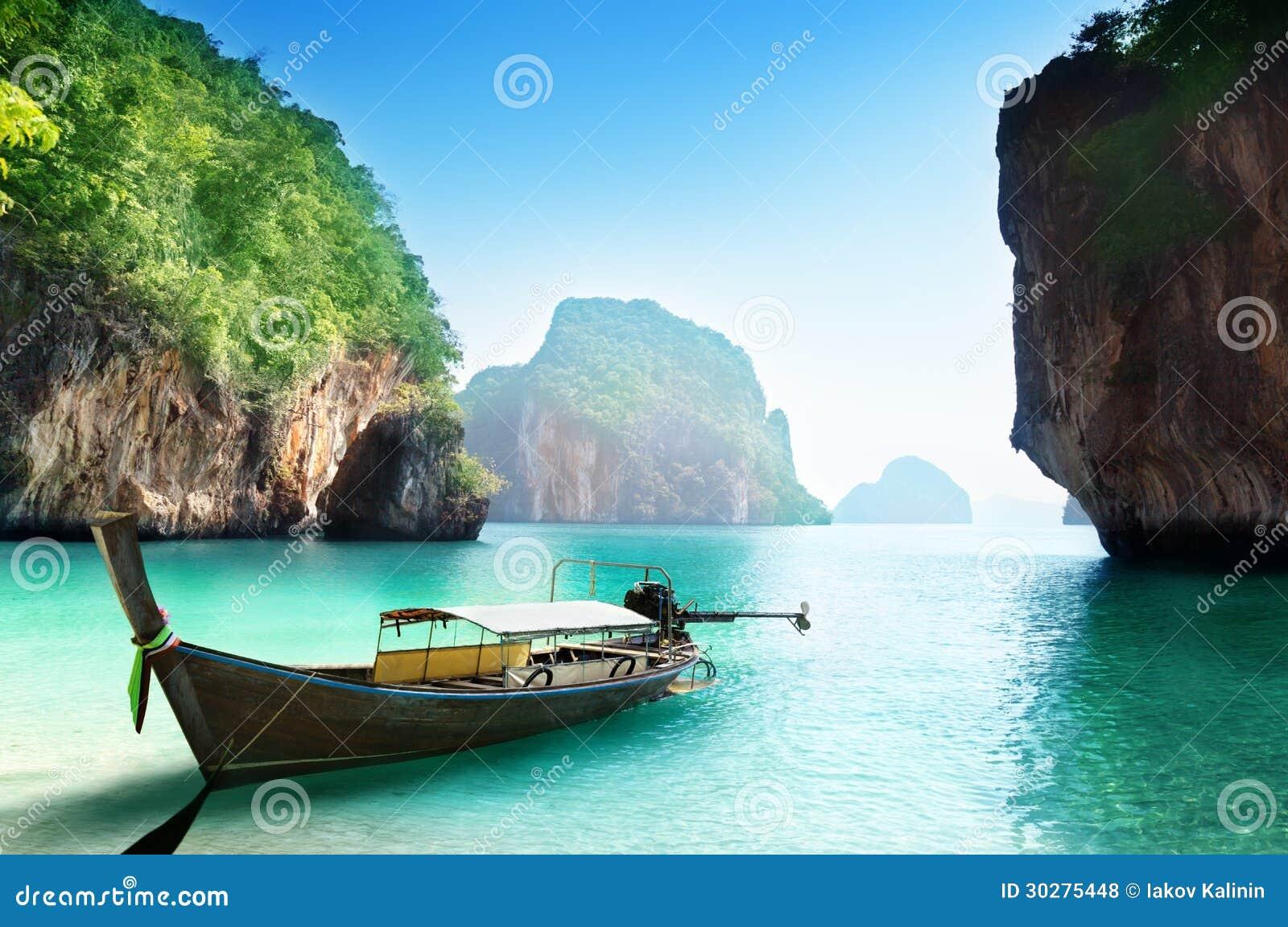 Fartyg på den lilla ön i Thailand