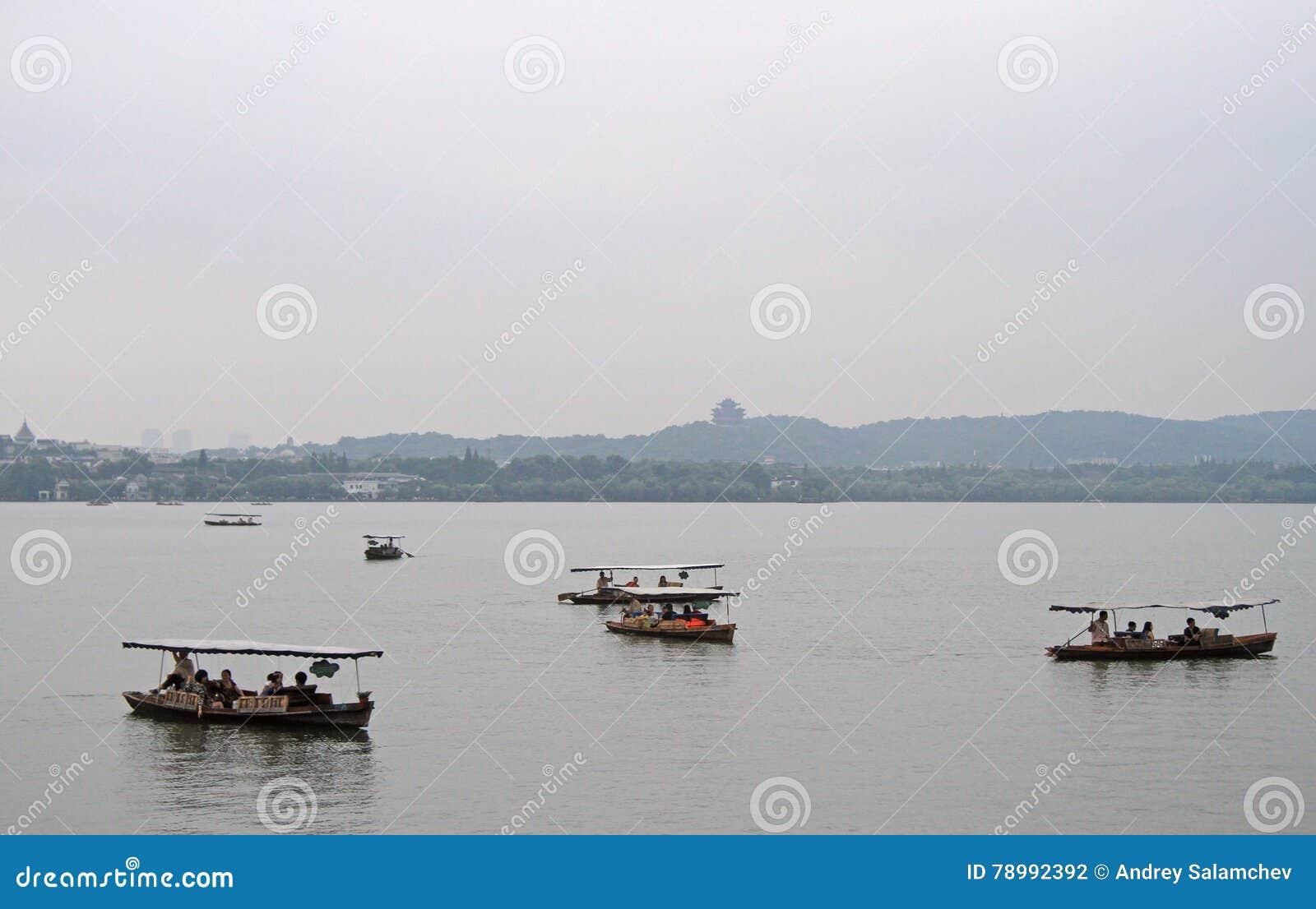 Fartyg på den västra sjön i Hangzhou