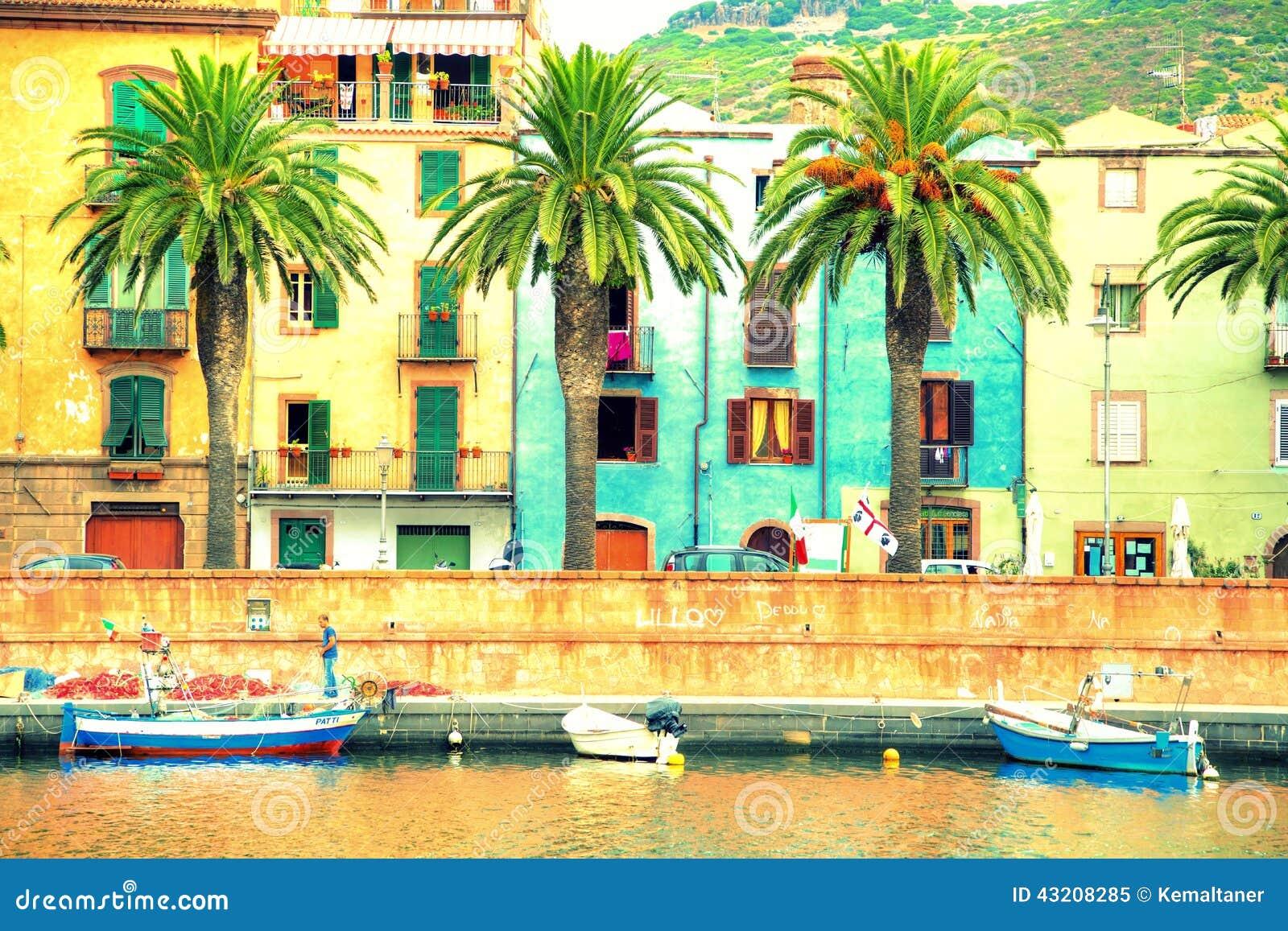Download Fartyg På Floden, Bosa, Sardinia Redaktionell Foto - Bild av nautiskt, solljus: 43208285
