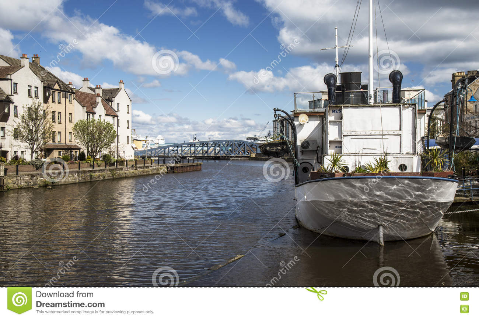 Fartyg på floden på Leith, Skottland