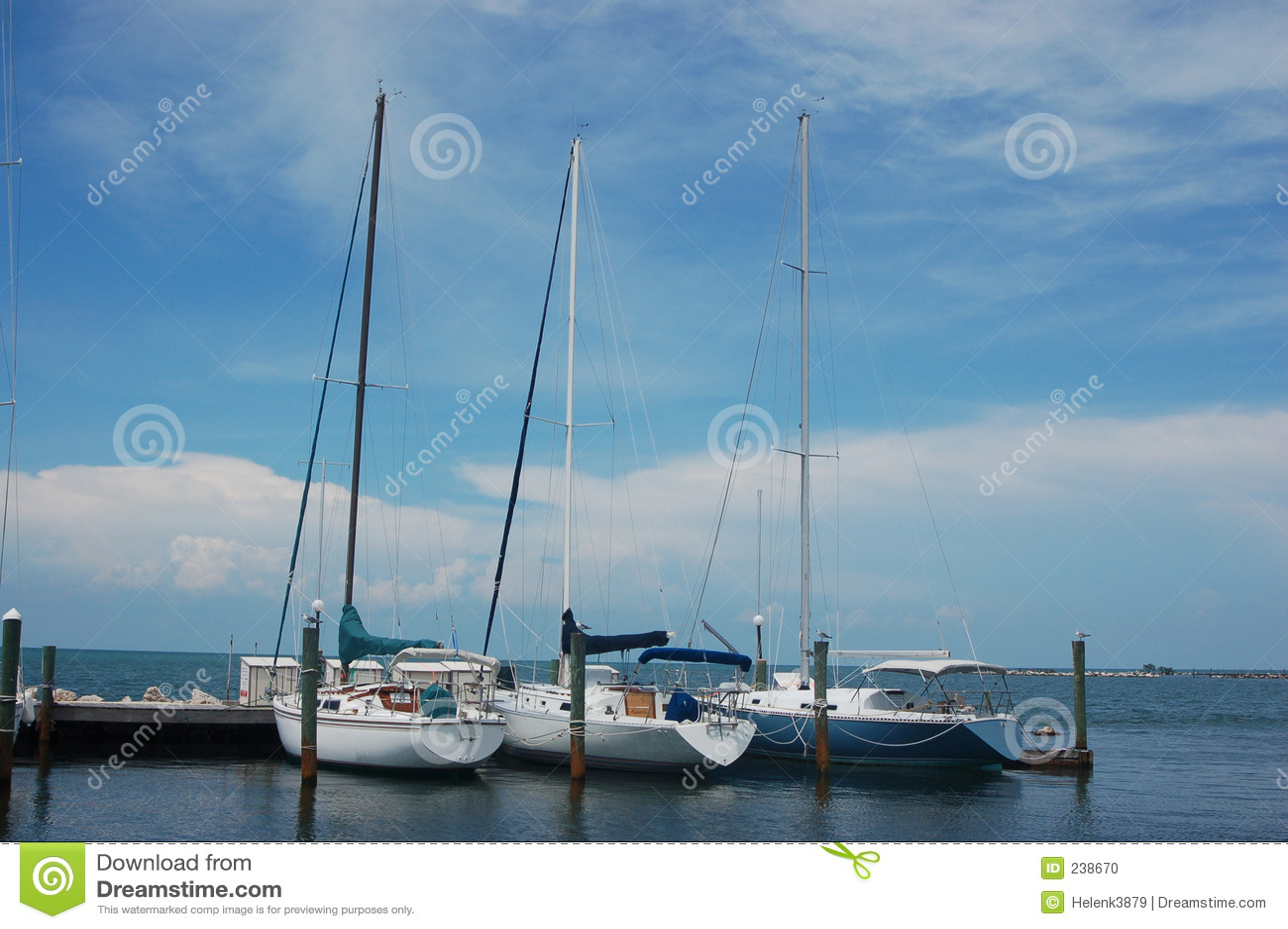 Fartyg seglar tre