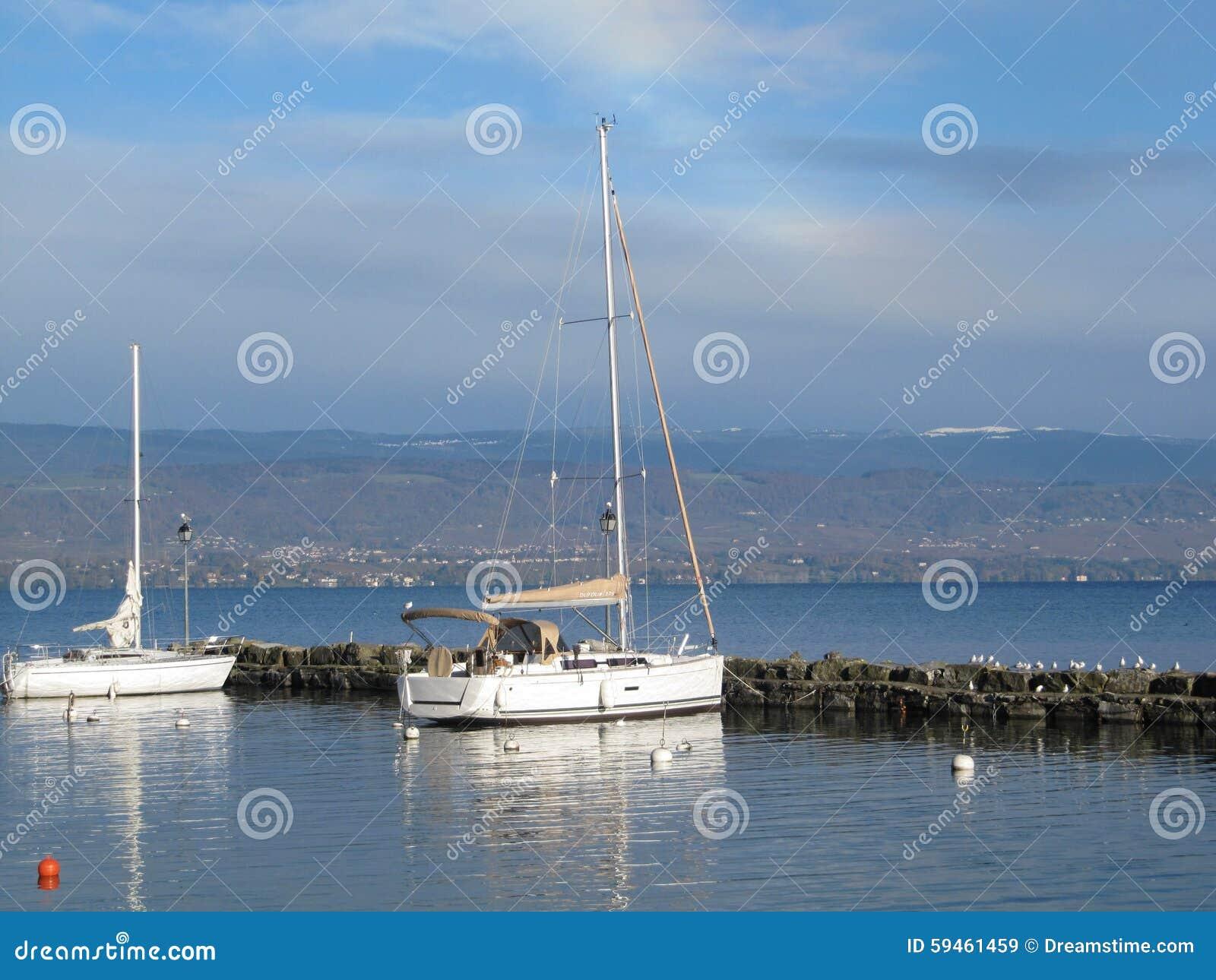 Fartyg som anslutas på lakefronten