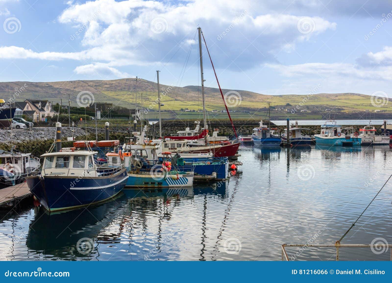 Fartyg som fiskar hamn dingle ireland