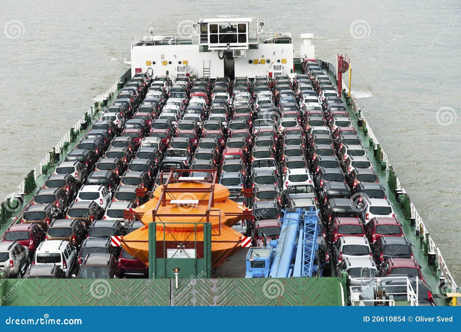 Fartyget bär bilar mycket