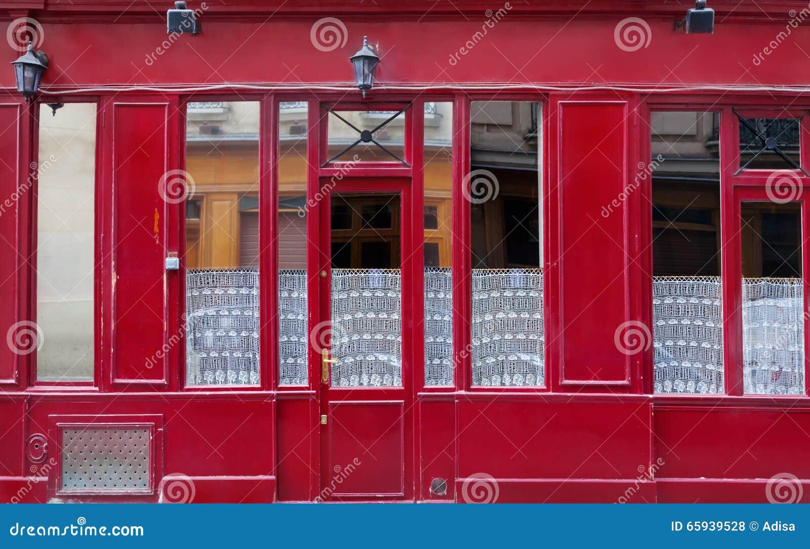Fasad av byggnad i Paris