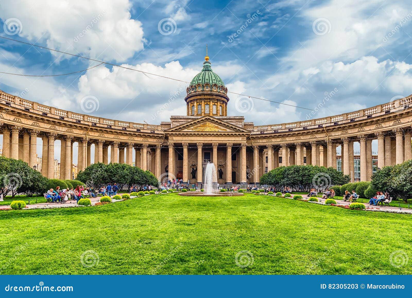 Fasada i kolumnada Kazan katedra w St Petersburg, Russi