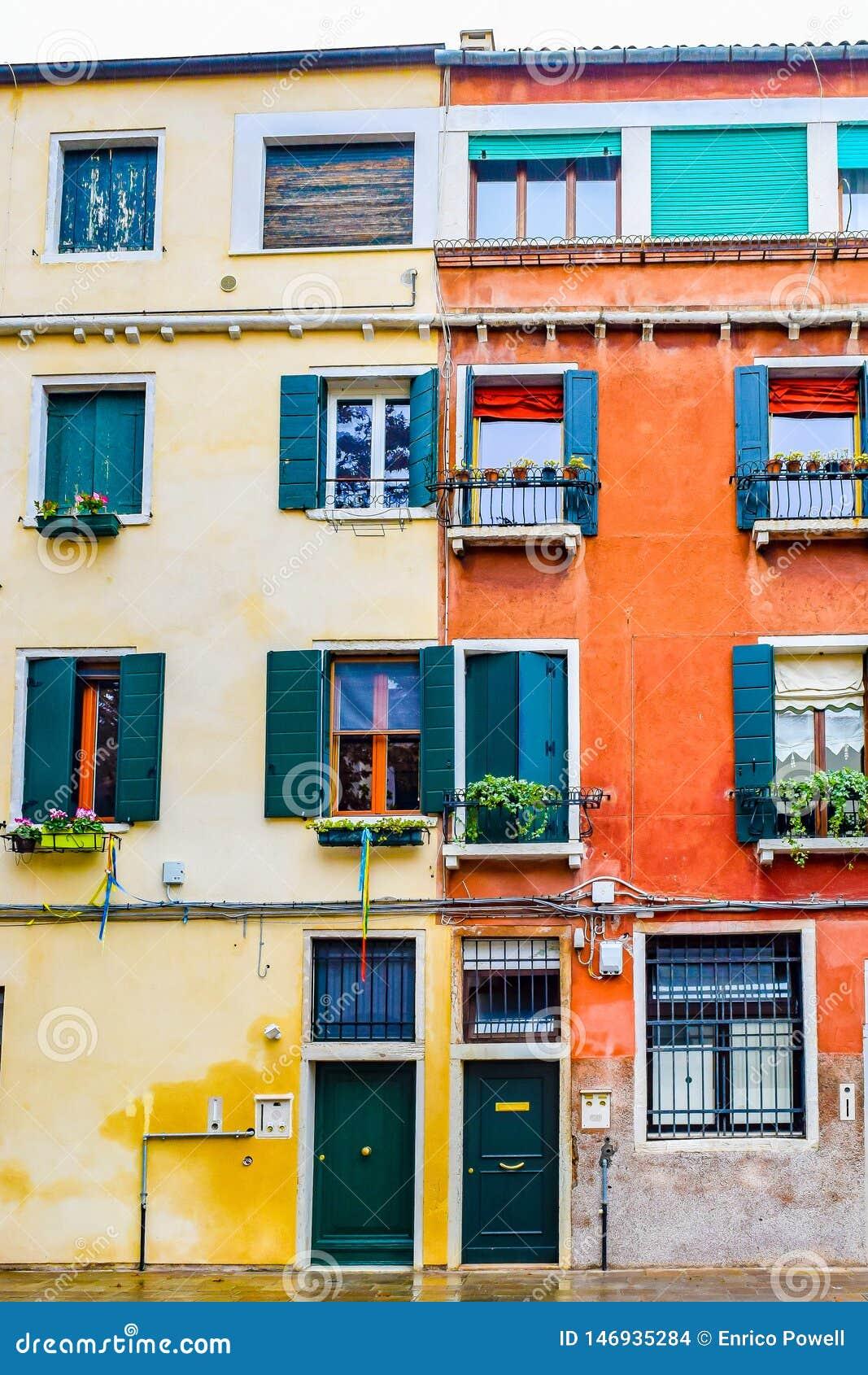 Fasada kolorowi Weneccy gothic stylowi budynki, domy w Wenecja/, Włochy