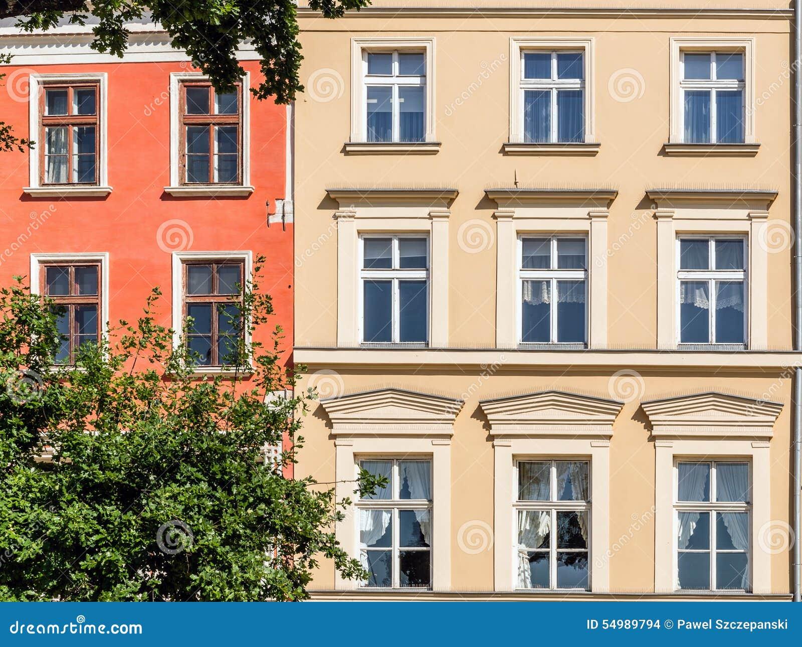 Fasader av forntida hyreshusar