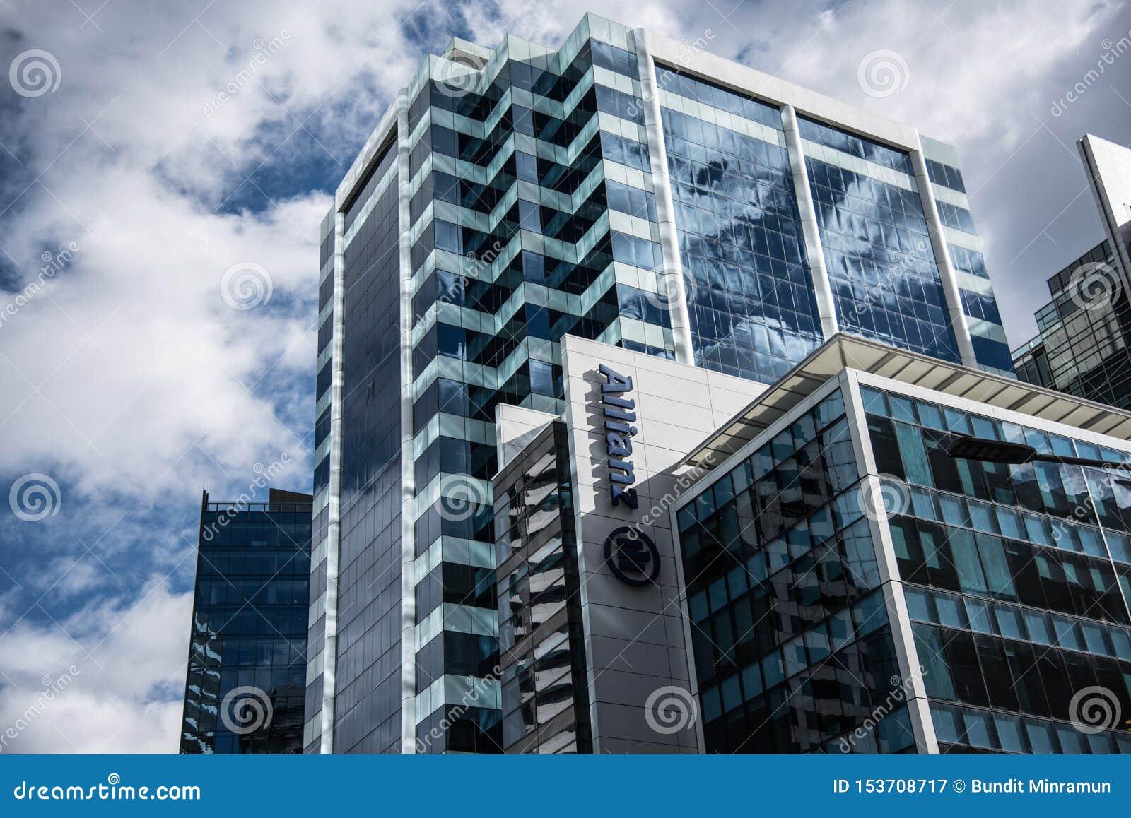 Fasadowy budynek Allianz, jest światu wielkim firmą ubezpieczeniową, zarządzaniem aktywami i