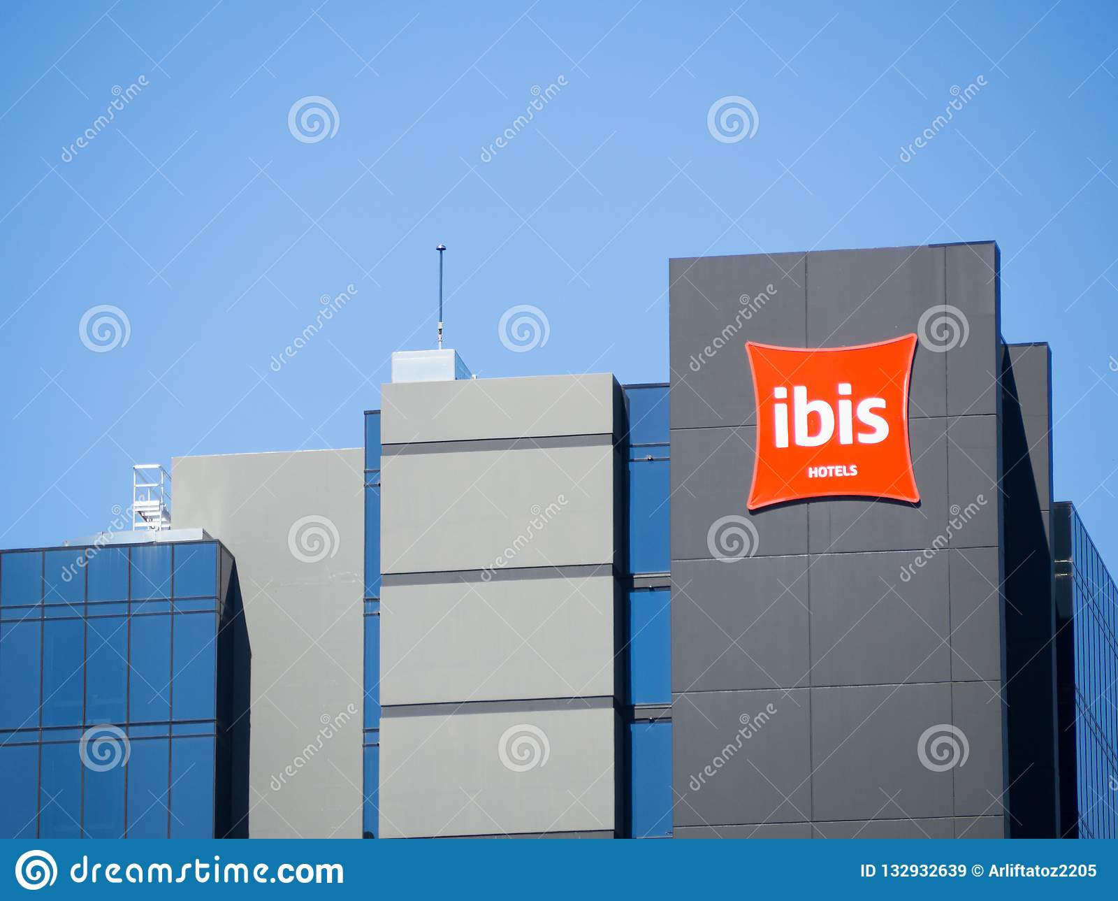 Fasadowy budynek ibisa hotel przy centrum Adelaide, Południowy Australia