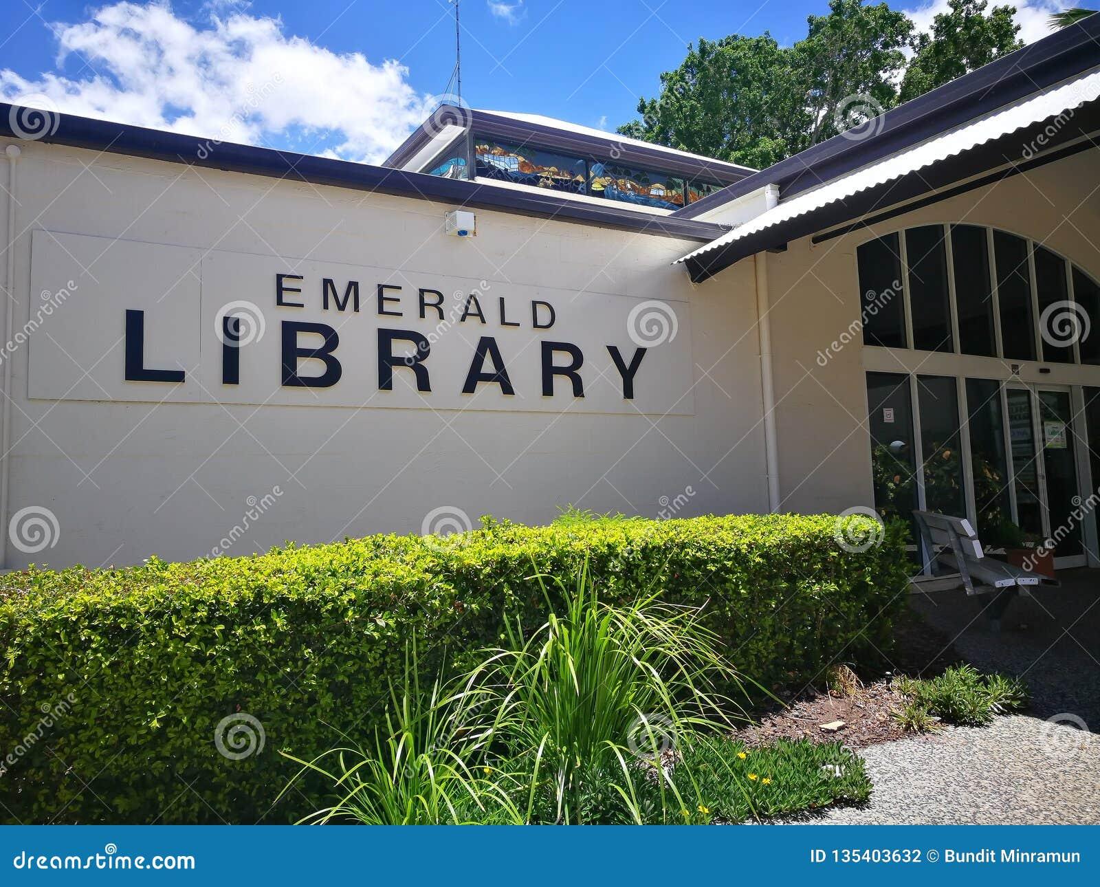 Fasadowy budynek Szmaragdowa biblioteka