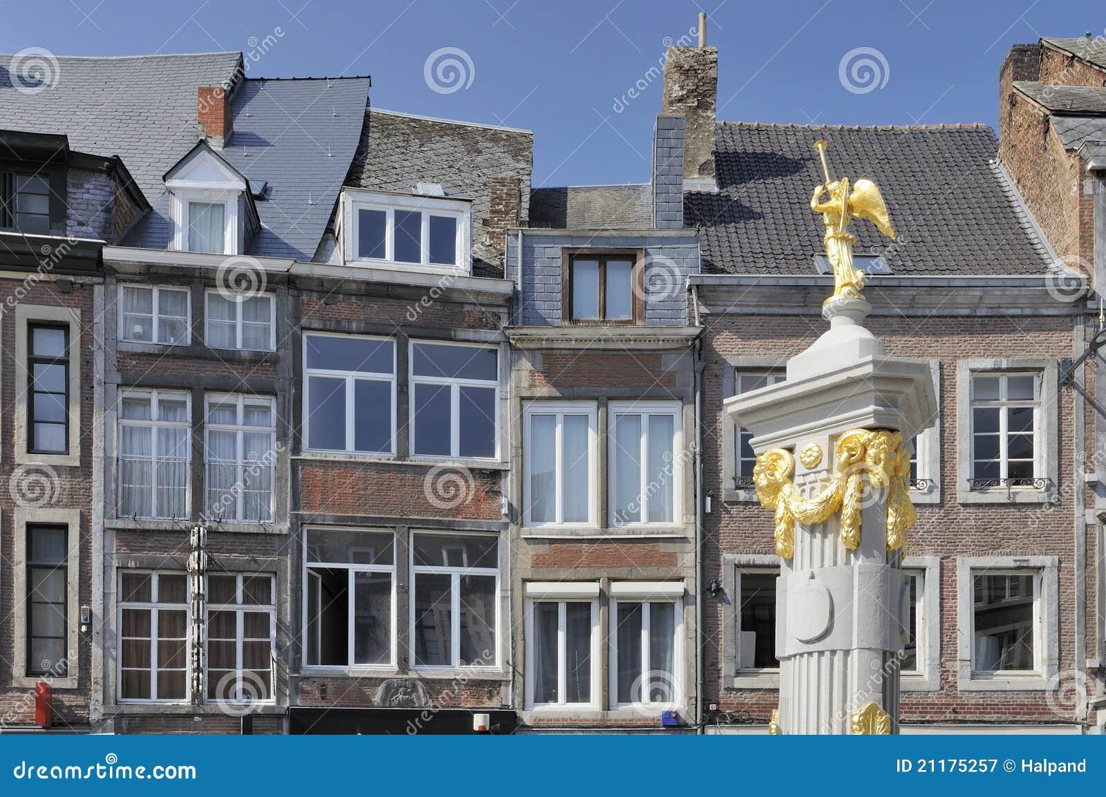 Fasady fontanna stary złoty Namur