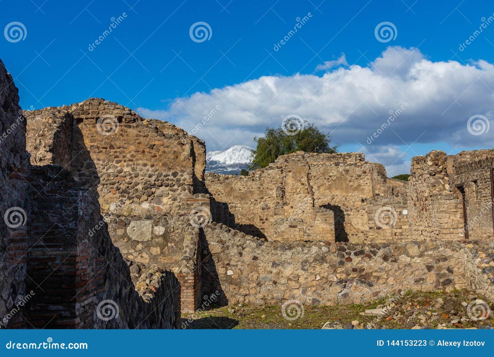 Fascynująca podróż przez ruin antyczny miasto Pompeii, Włochy