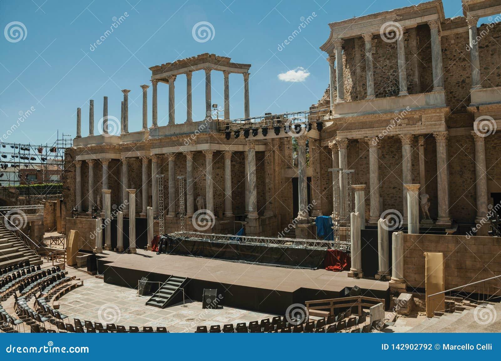 Fase che è preparata per la manifestazione a Roman Theater di Merida