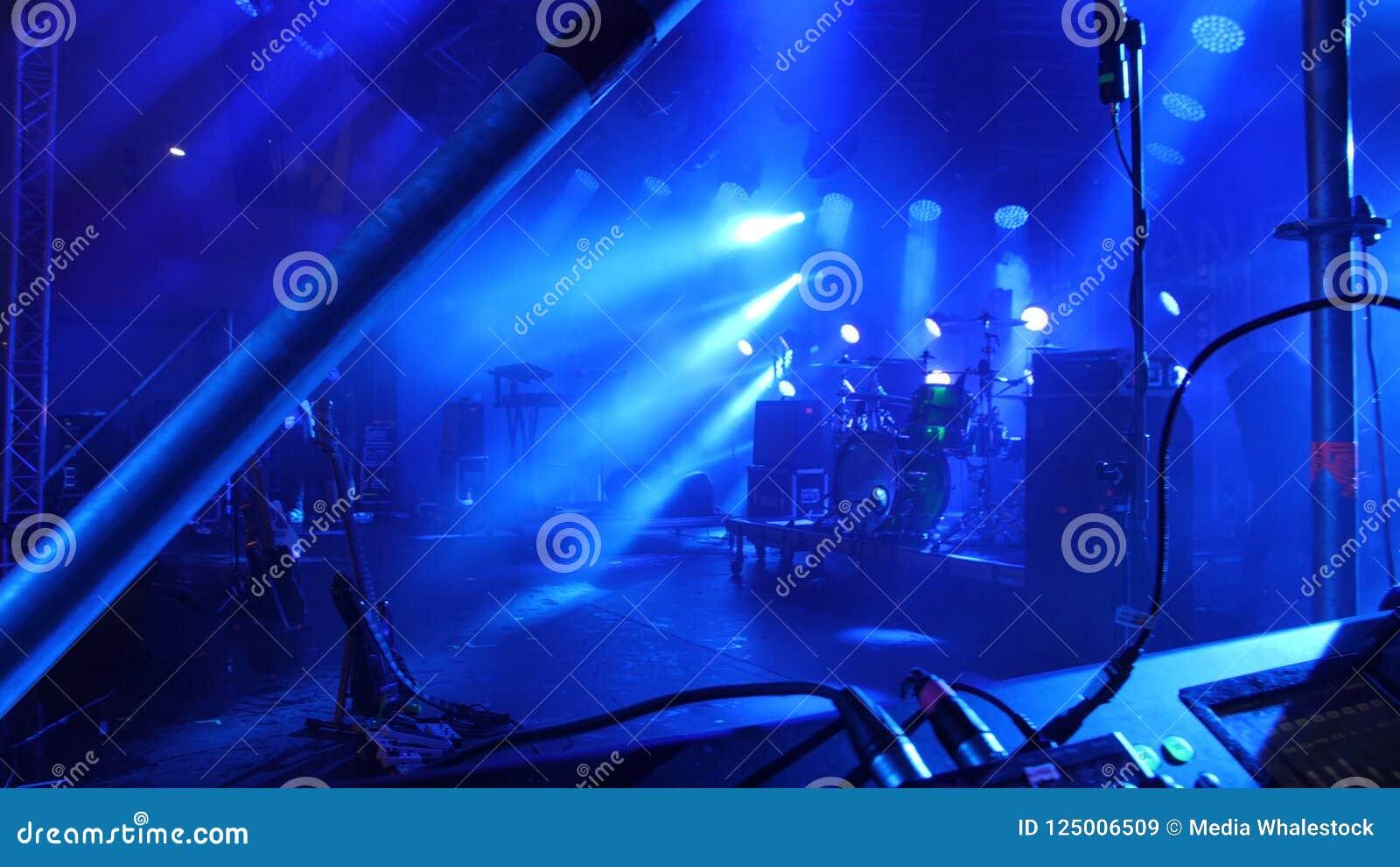 Fase livre com luzes, dispositivos de iluminação A fase ilumina o azul