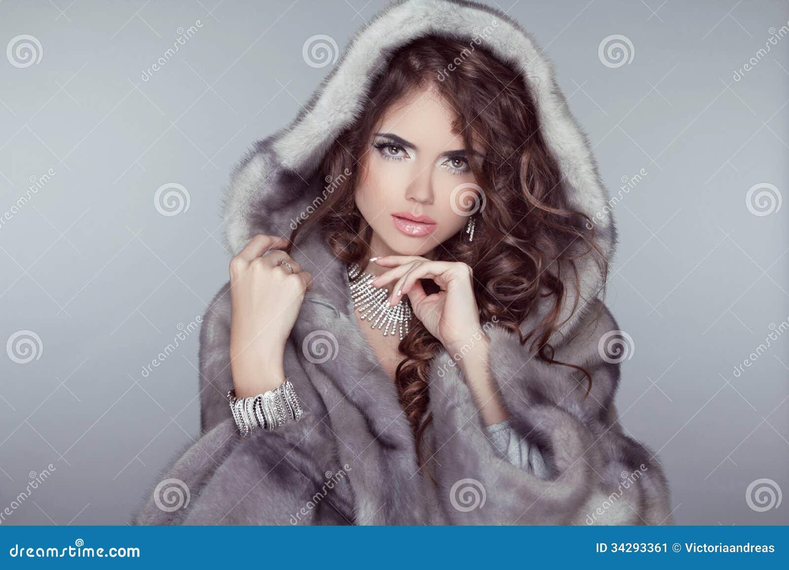 Фото красивых девушек в мехах 6 фотография