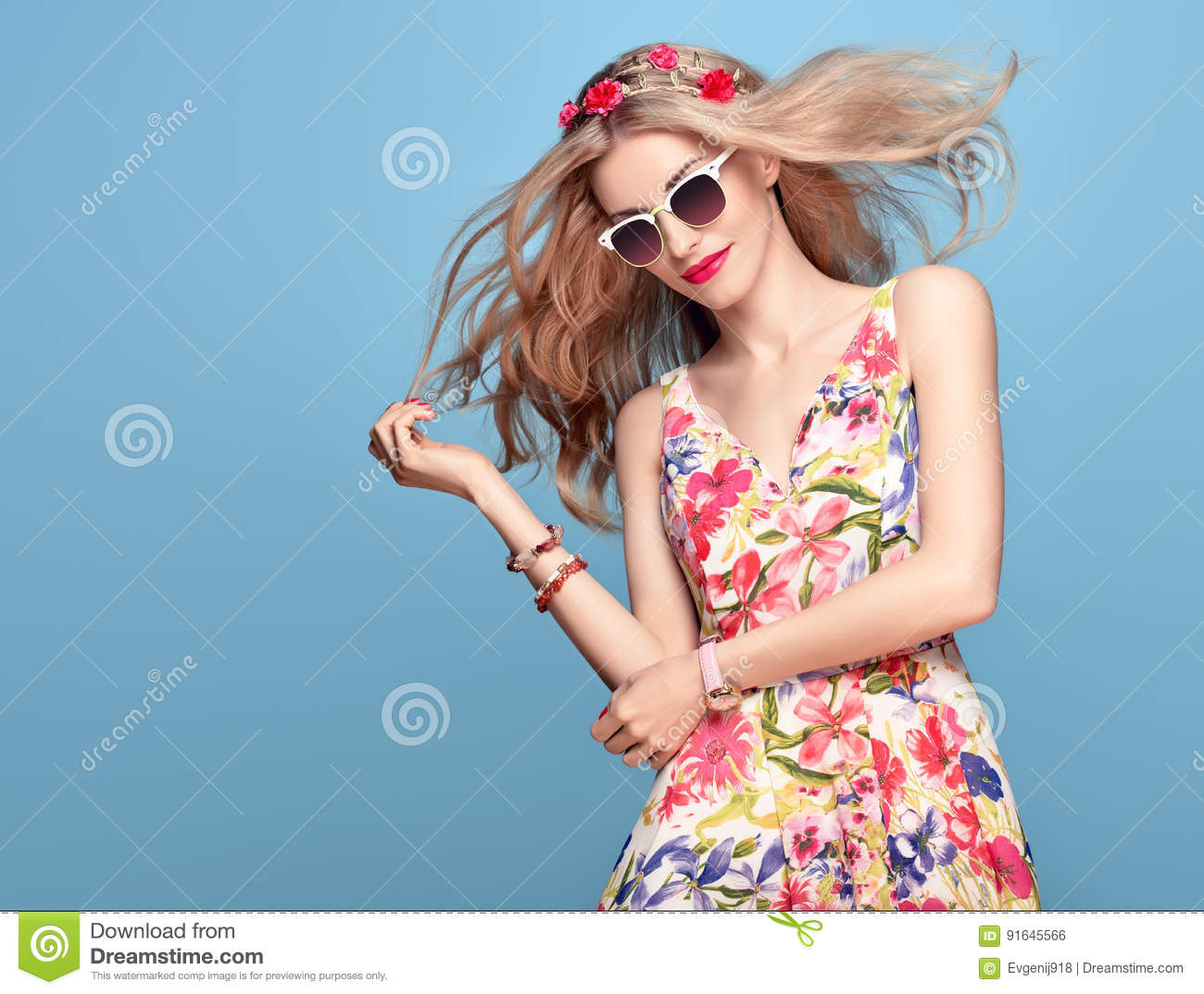 76cd116aa Fashion Beauty. Sensual Blond Model in fashion pose Smiling. Woman in Summer  Outfit. Trendy Floral Dress