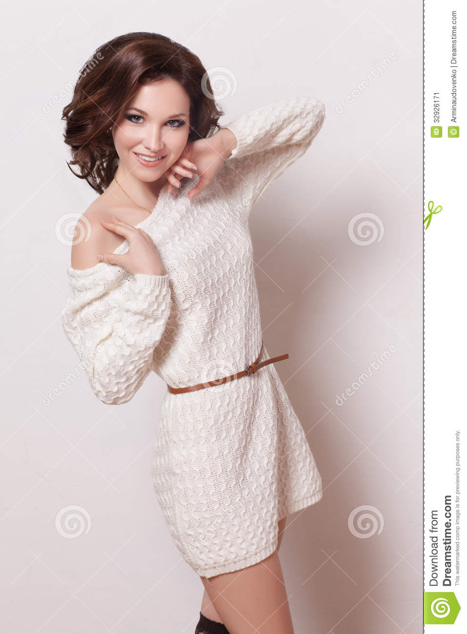 Fashion brunette woman with brown curly hair girl with perfect skin and makeup beauty model - Garls perpact ...