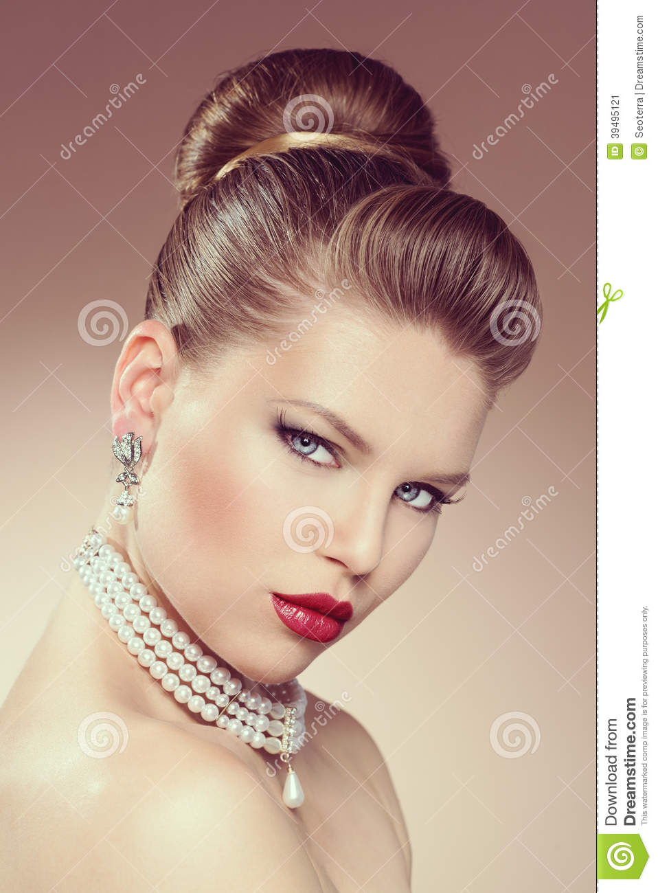 Fashion Girl Wearing Jewelery Stock Photo Image 39495121