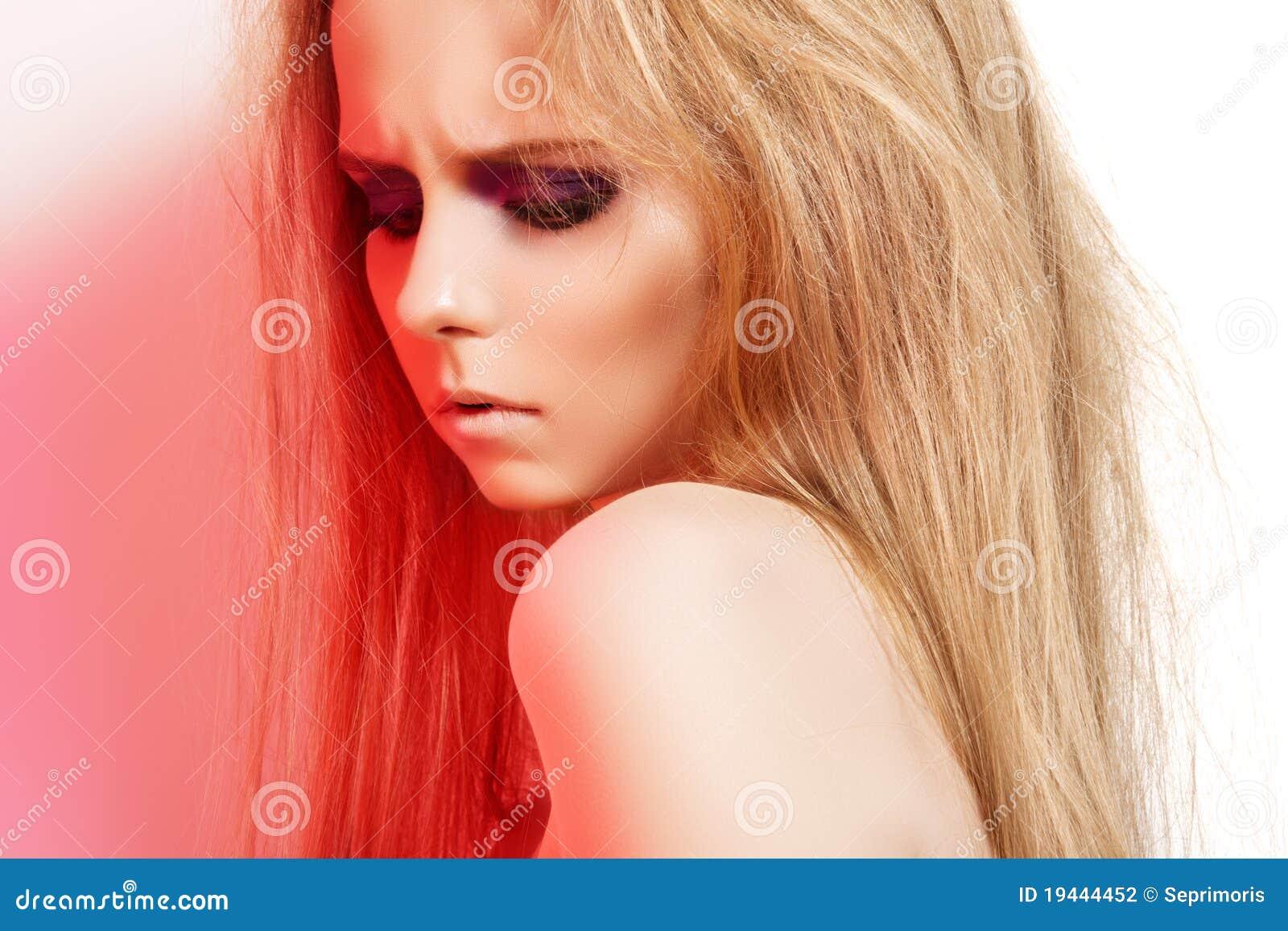girl on rock make - photo #1