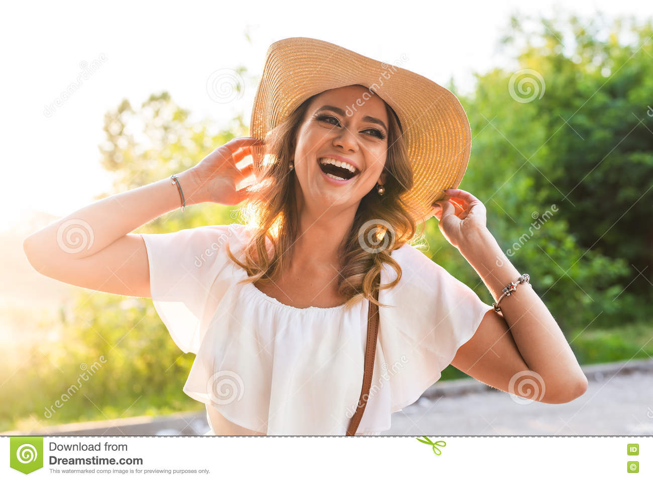 Fashion Happiness And Lifestyle Concept Beautiful Woman