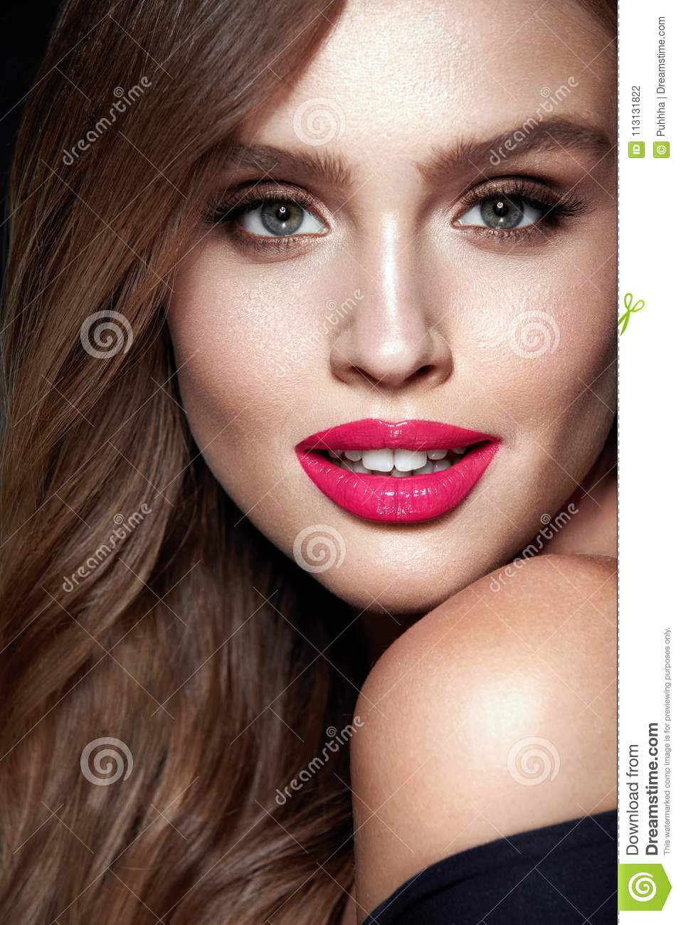 Fashion Makeup. Woman With Beauty Face.