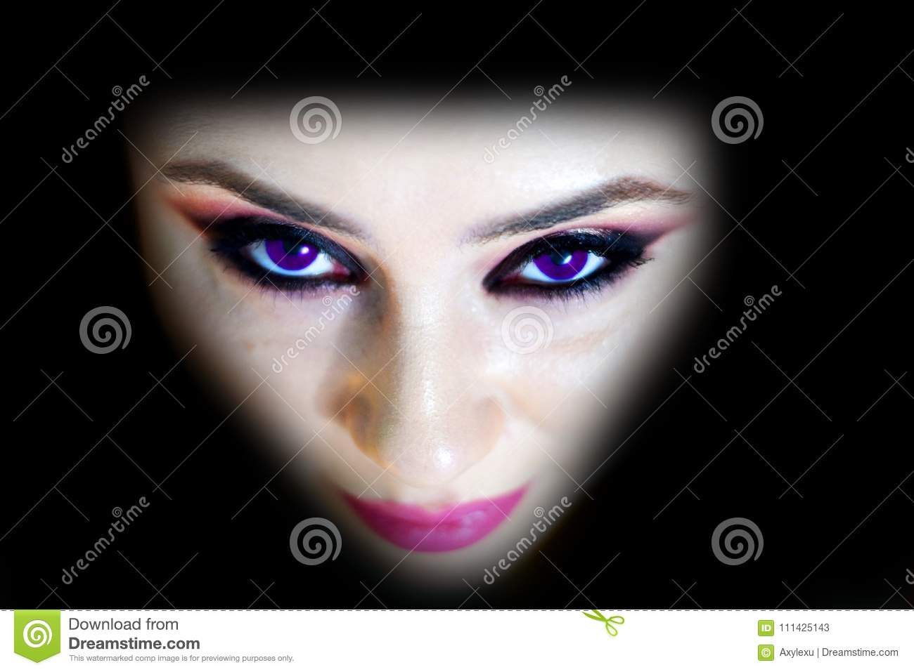 Fashion model face Simple and cold with the ultra violet eyes
