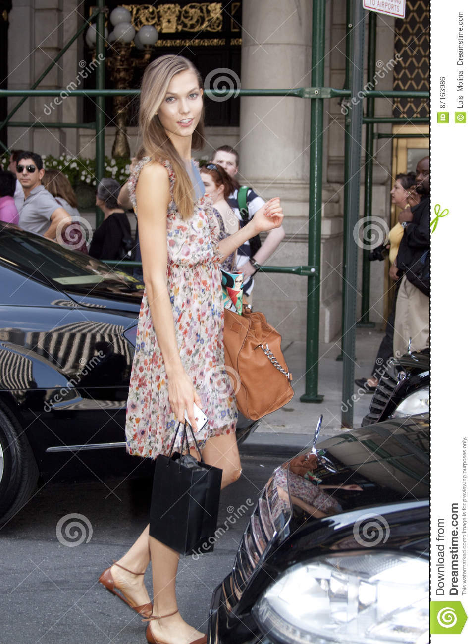 Fashion Model Karlie Kloss Street Style Editorial Photo Image Of