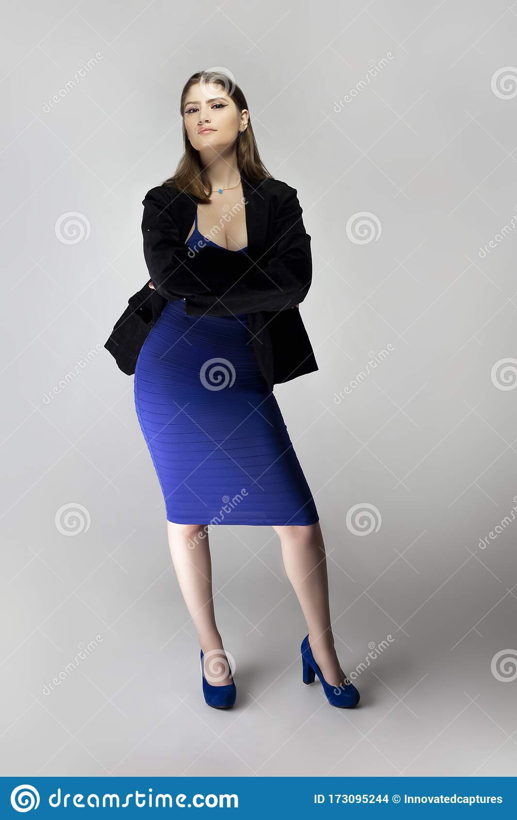 poses with dress outfit