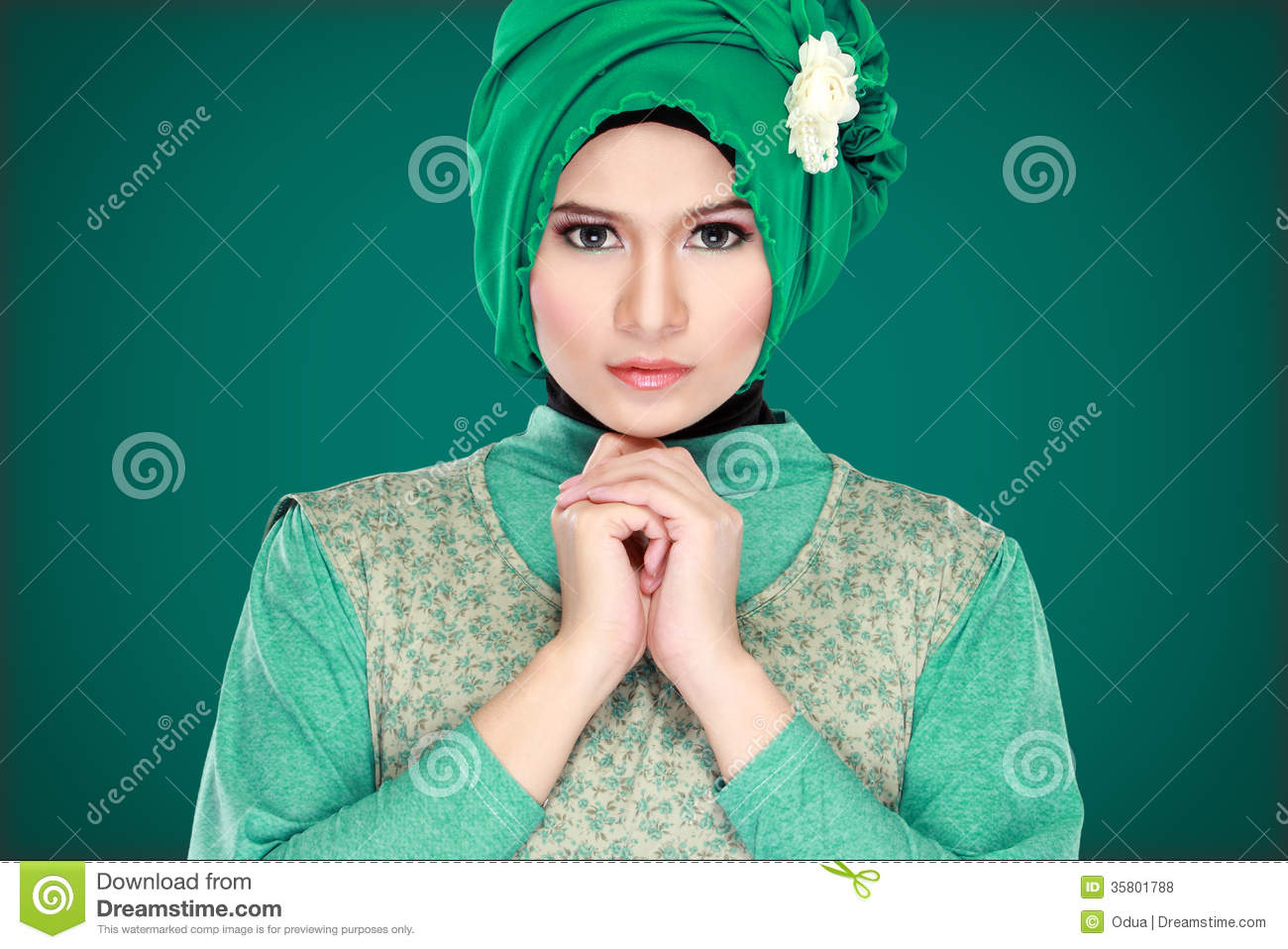 muslim single women in green Hijab ( حجاب): the first type of hijab that is most commonly worn by women in the west is a square scarf that covers the head and neck, but leaves the face clear.