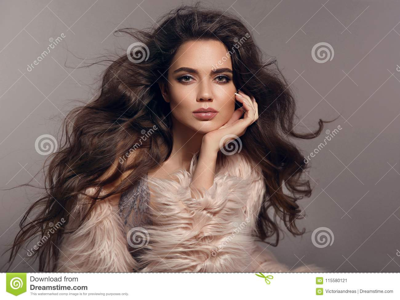 ff5c409b36 Fashion Studio Photo Of Gorgeous Brunette Woman With Long H Stock ...