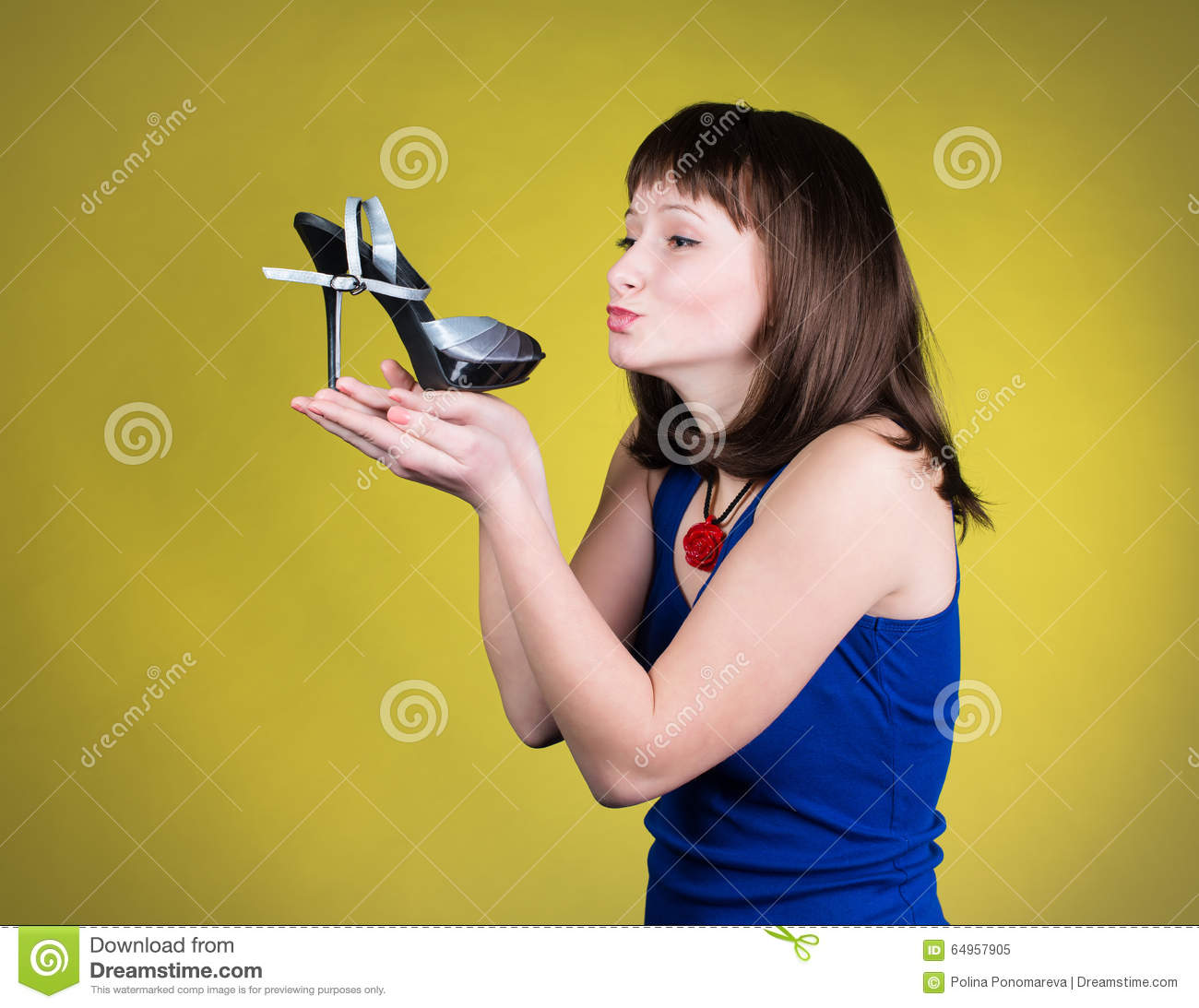 Dating girl who loves shoes