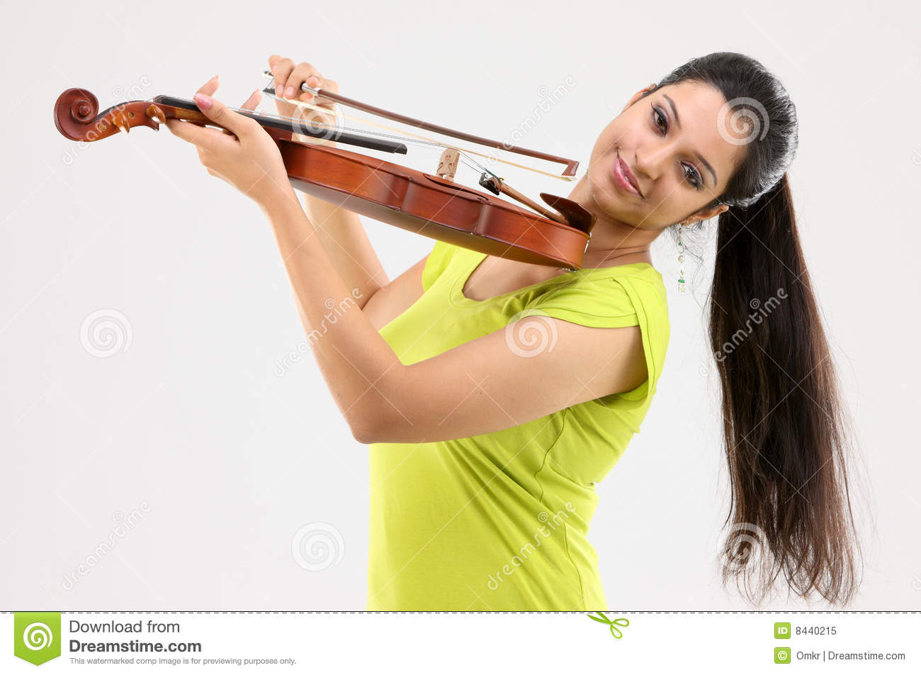 Fashionable girl with the violin