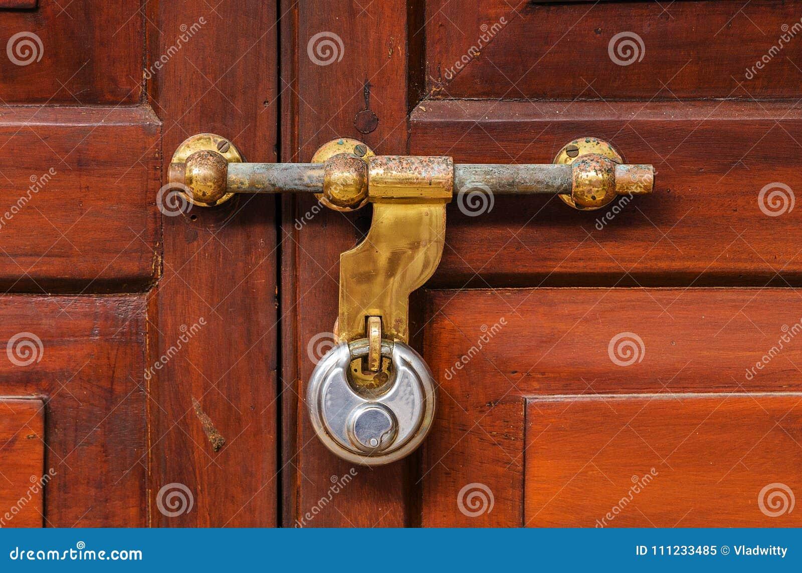 belongings en home business thieves for viewmedia locks vid news trailer wire door secures tamperproof doors from mgid lock invisible