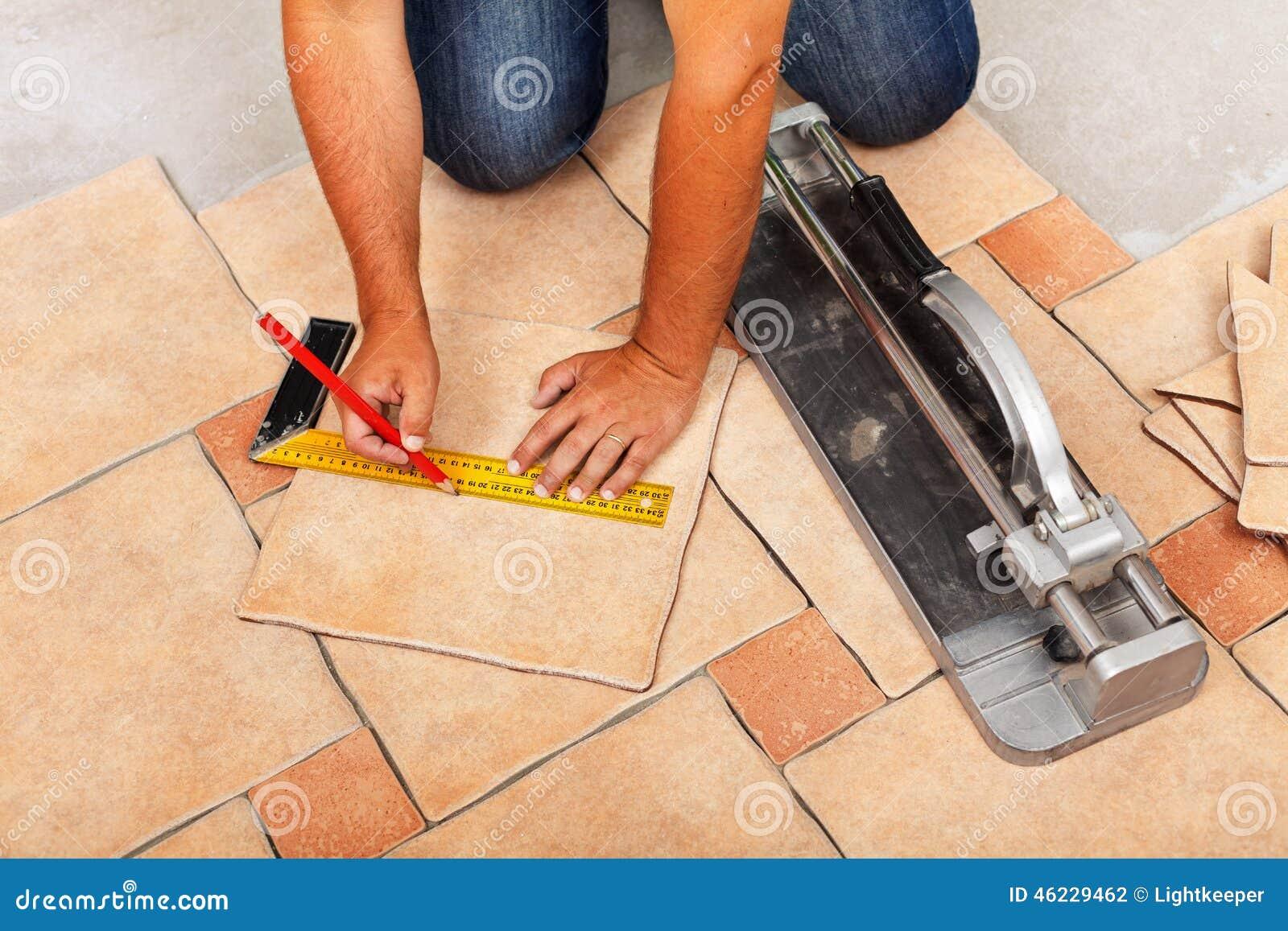 Fasi di installazione delle piastrelle per pavimento ceramiche