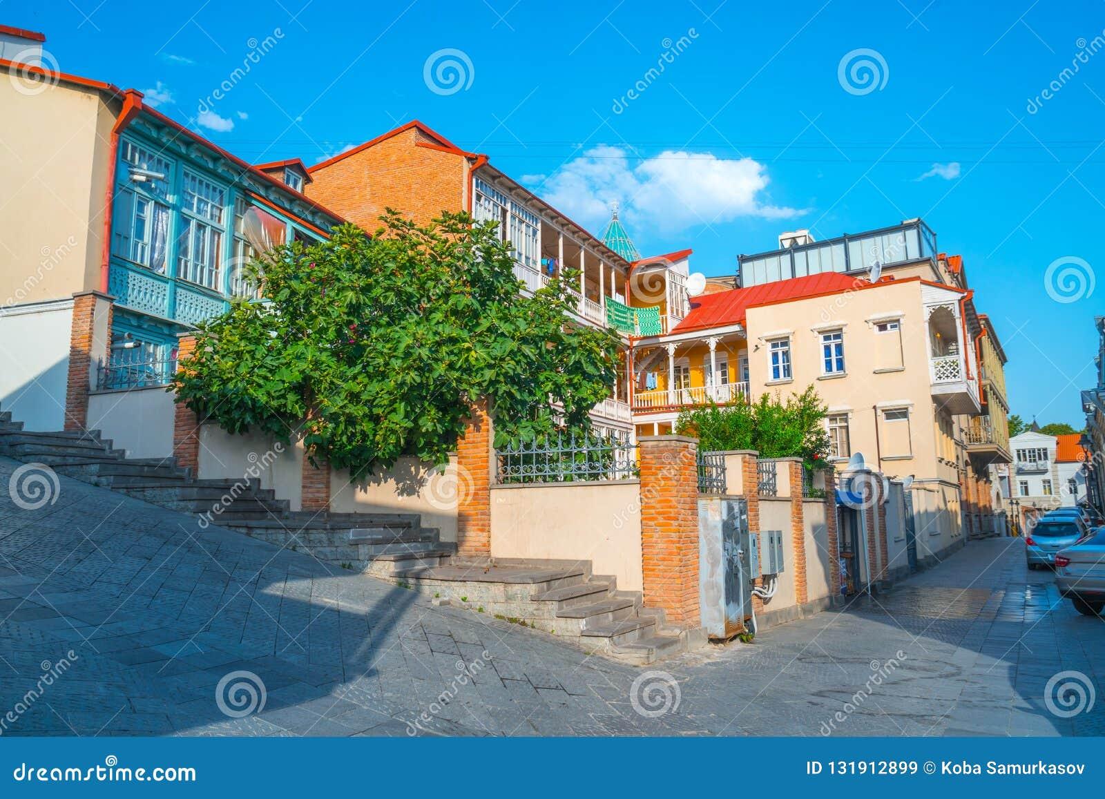 Fassade des traditionellen Hauses in der alten Stadt Tiflis, Georgia