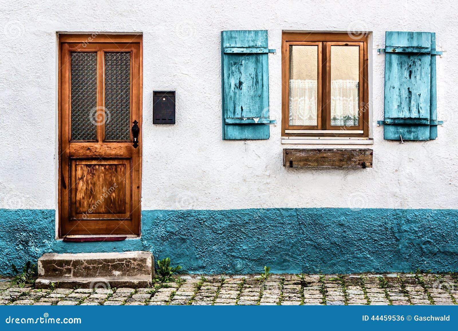 fassade eines alten hauses in deutschland stockfoto bild von blau fenster 44459536. Black Bedroom Furniture Sets. Home Design Ideas