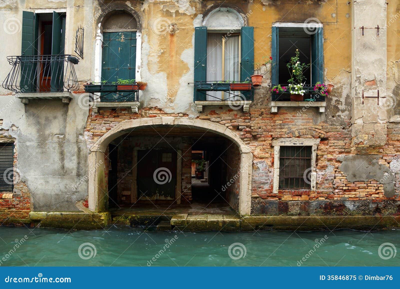 fassade eines alten hauses in venedig italien stockbild bild von blume architektur 35846875. Black Bedroom Furniture Sets. Home Design Ideas