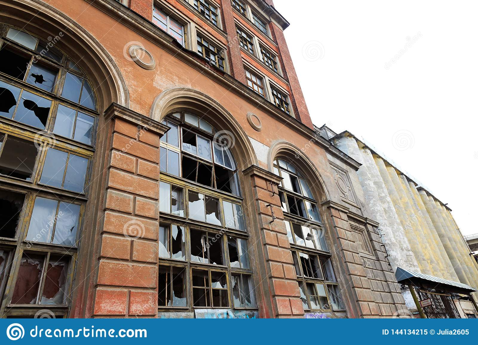 Fassade eines verlassenen Industrieunternehmens