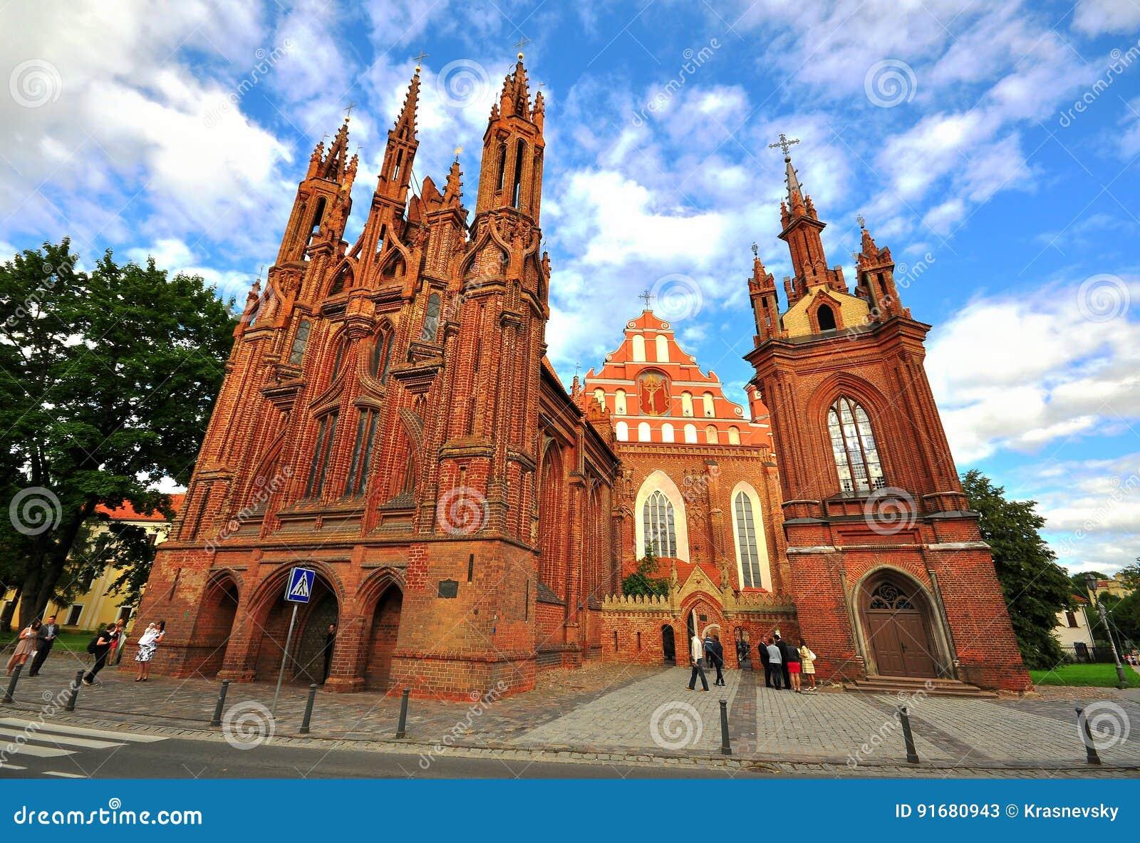 Fassade gotischer Kirche Bernardine in Vilnius, Litauen