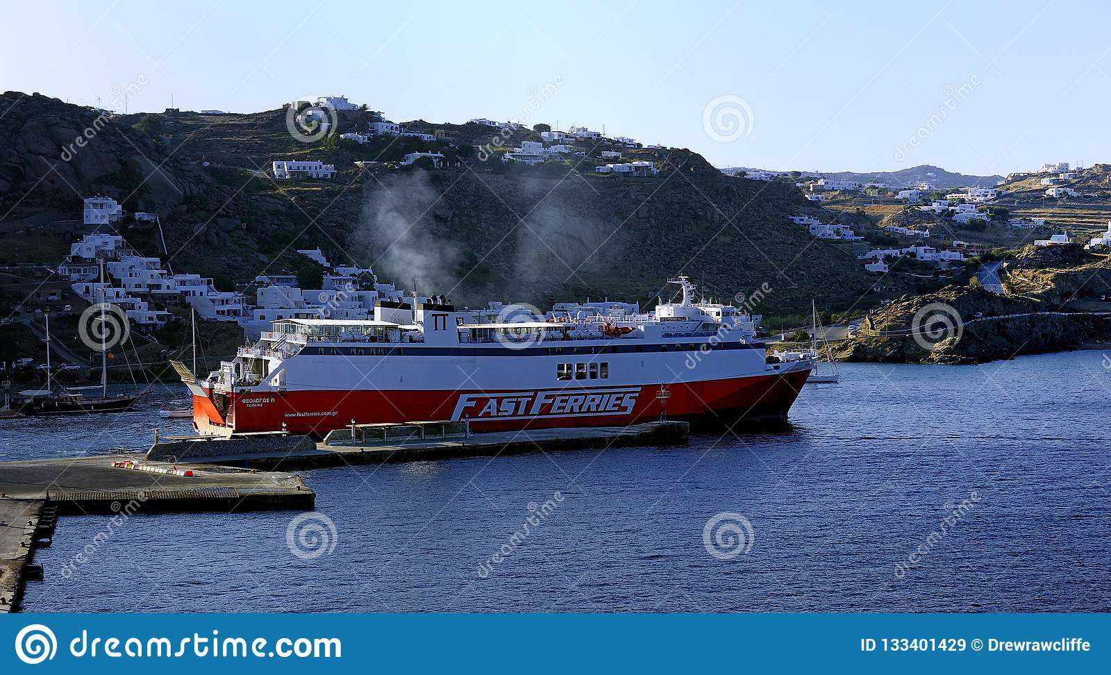Fast Ferries Andros setting sail