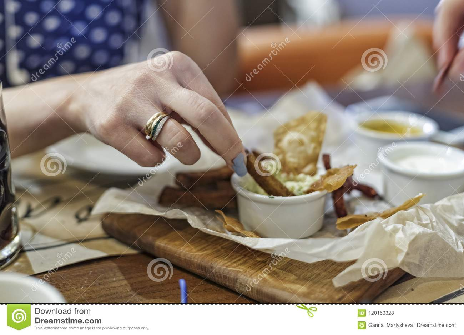 Fast food, alimento da rua, petisco para a cerveja, barra, bar, alimento, aperitivo, fritado
