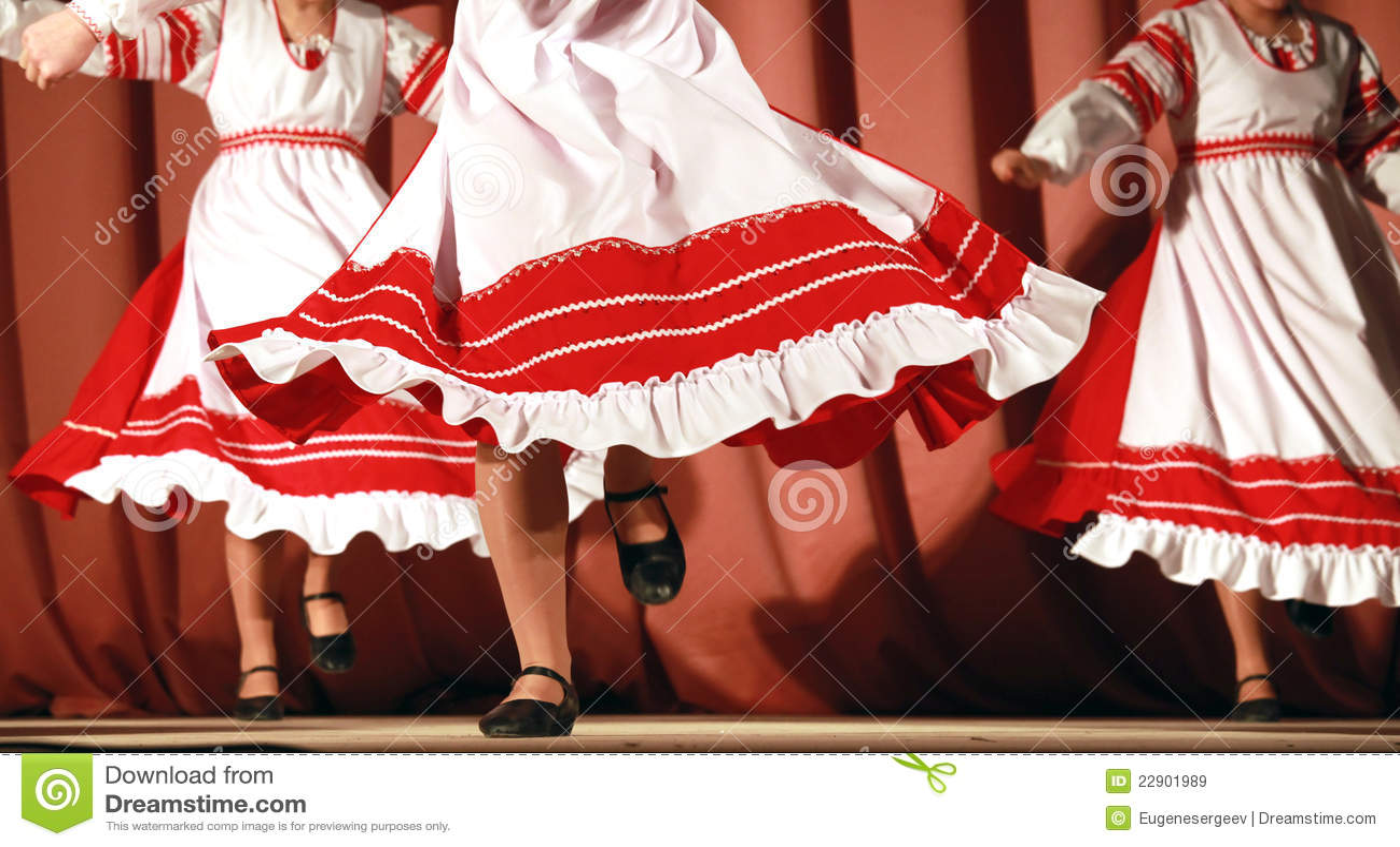 У танцующей под юбкой 17 фотография