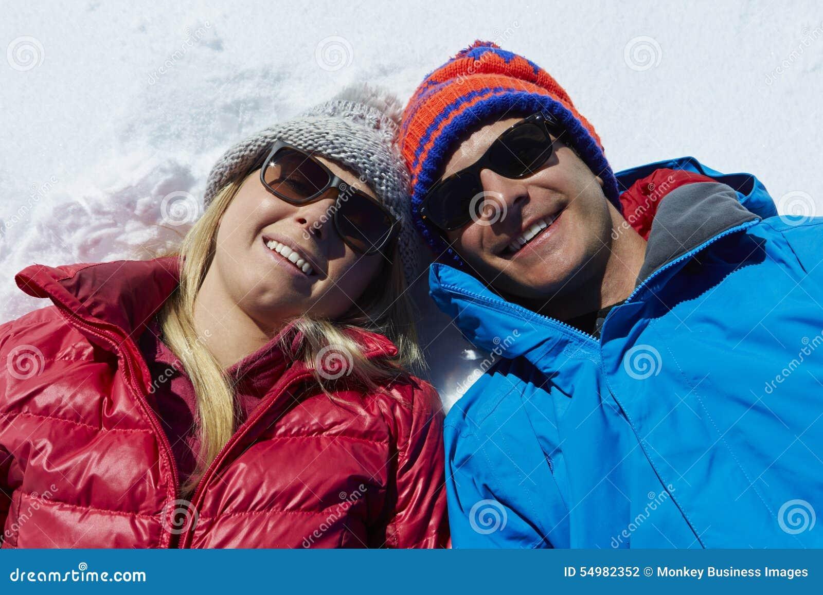 Fast utgiftskott av par som har gyckel på vinterferie